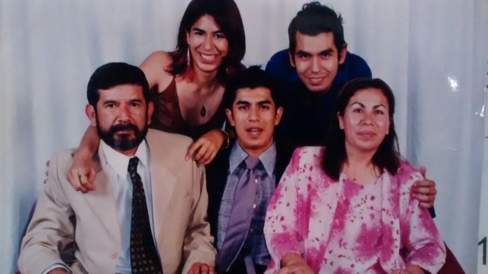 "Mi papá mató a mi mamá y se hace pasar por loco"" - Infobae"