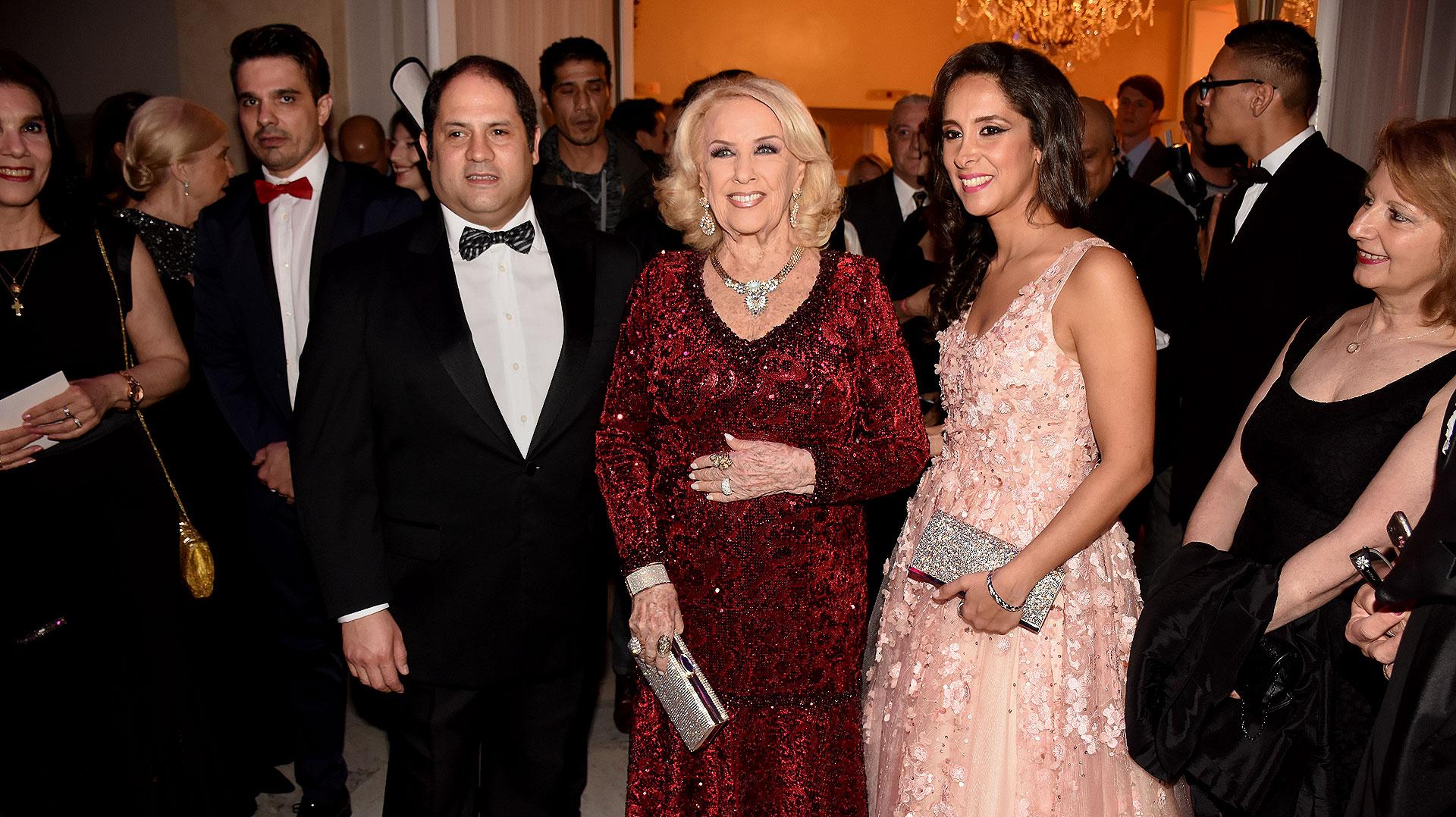 Mirtha Legrand junto a Felipe y Vanesa Noble Herrera