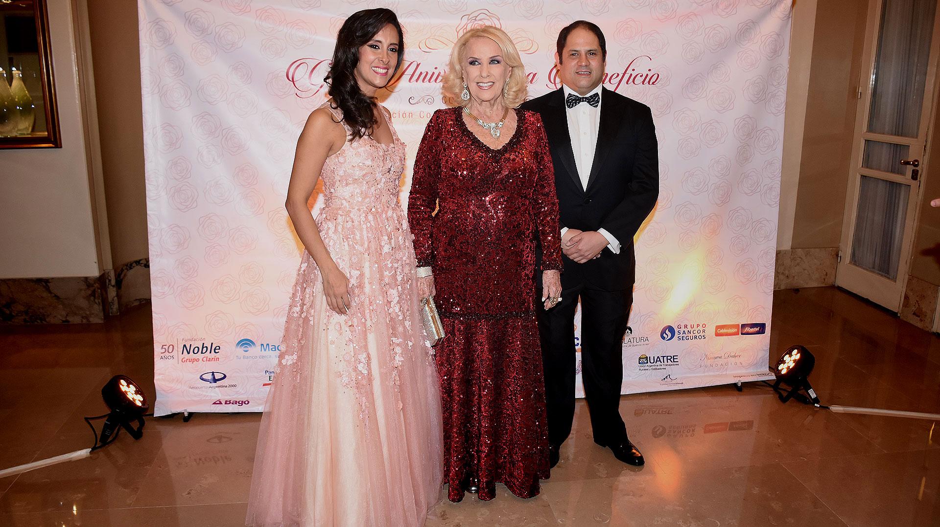 Felipe y Vanesa Noble Herrera junto a Mirtha Legrand