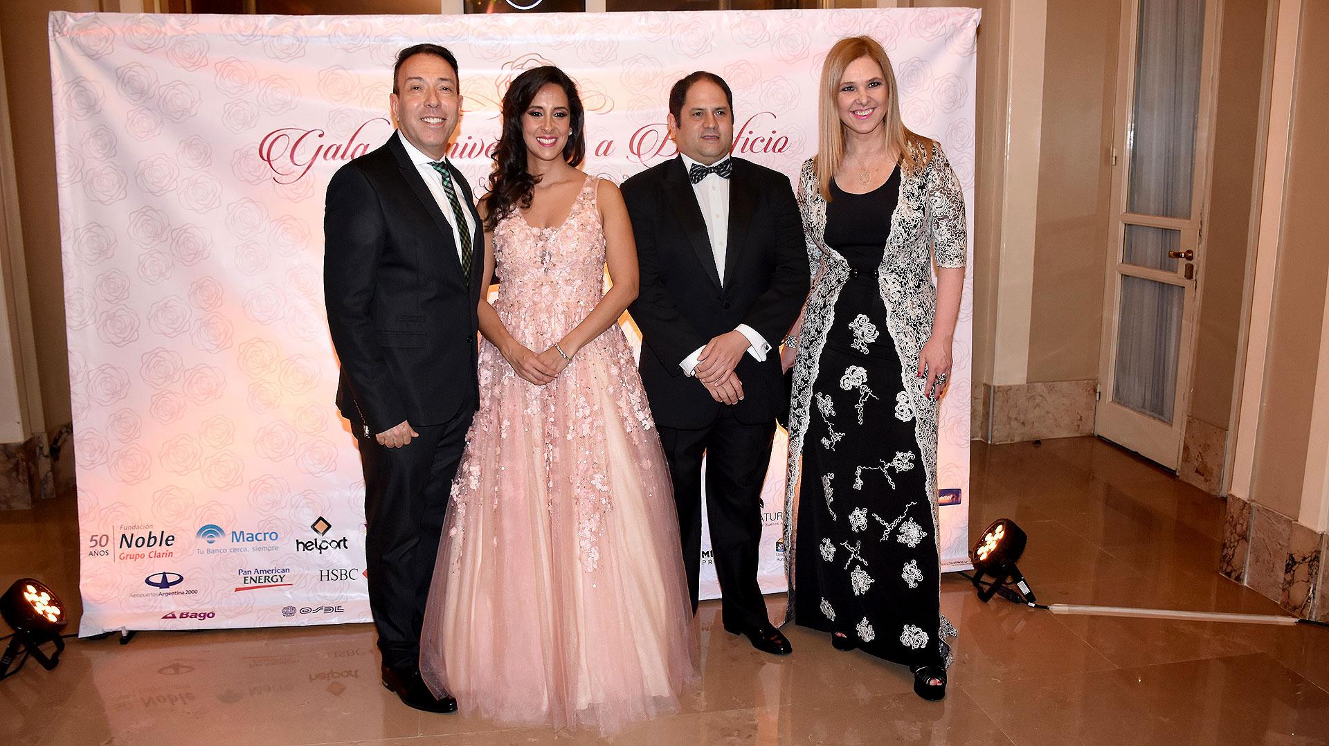 Vanesa y Felipe Noble Herrera junto a Silvina Luna