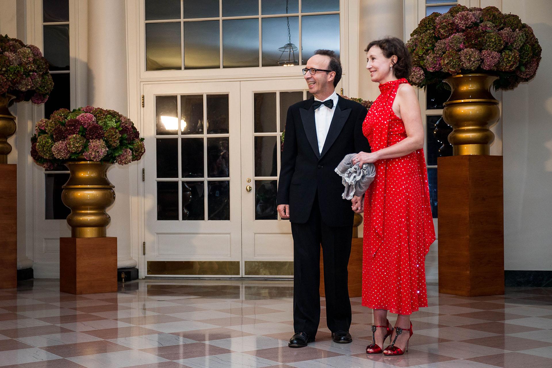 El actor Antonio Benigni junto a Nicoletta Braschi