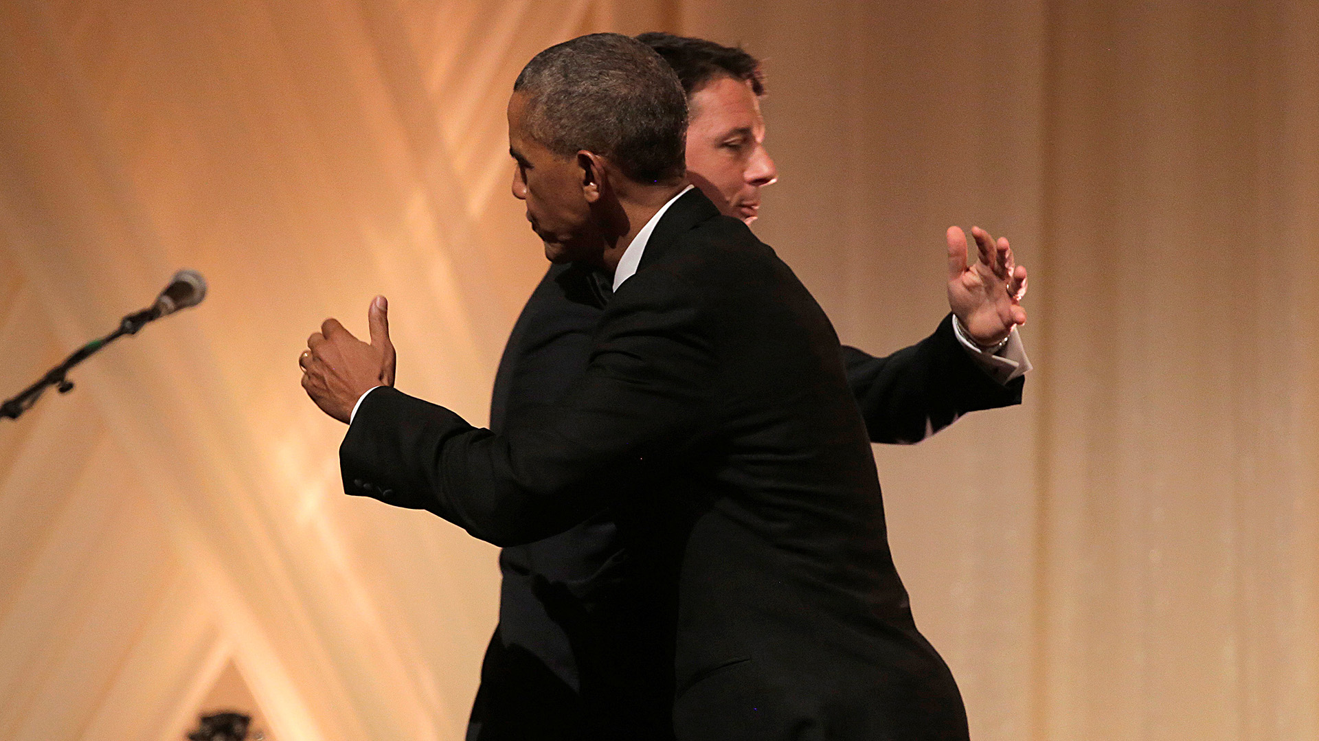 El presidente Barack Obama dio un cálido abrazo el primer ministro italiano