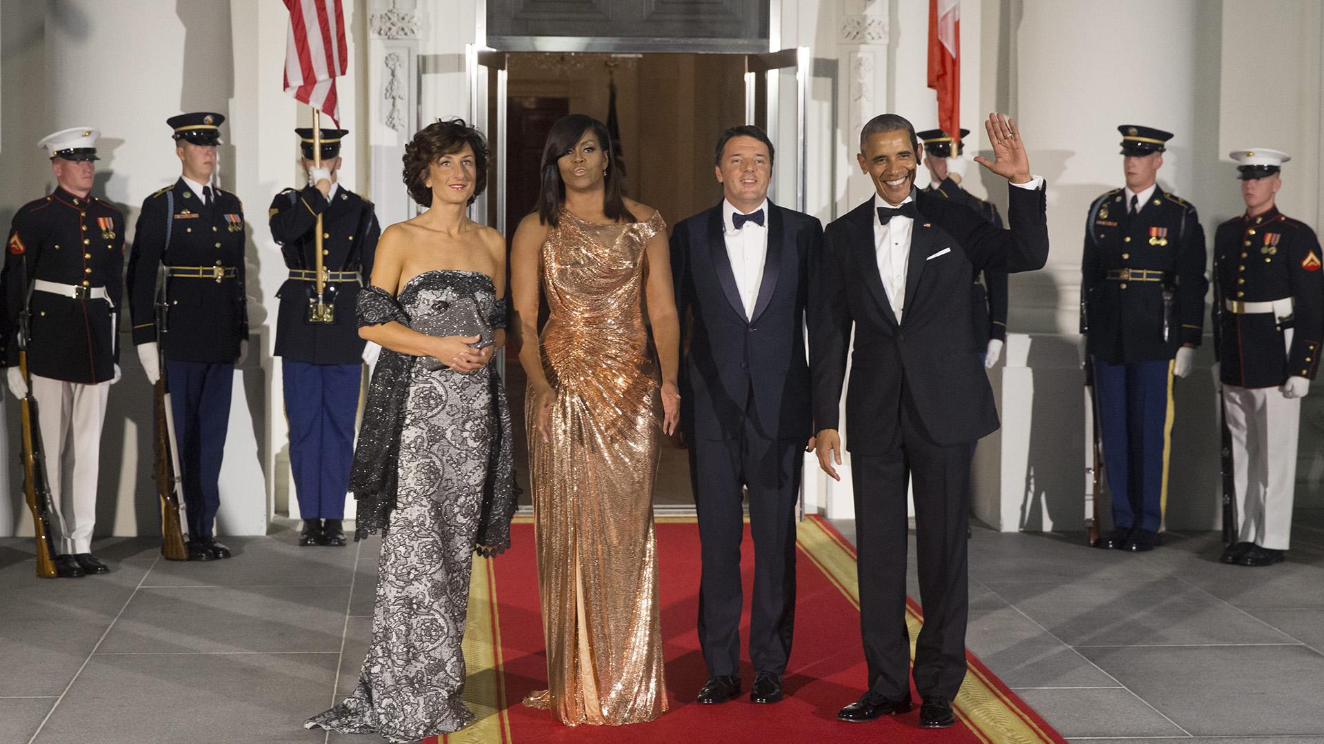 El presidente estadounidense, Barack Obama, junto con su esposa, Michelle, recibieron al primer ministro italiano, Matteo Renzi y a su esposa, Agnese Landini