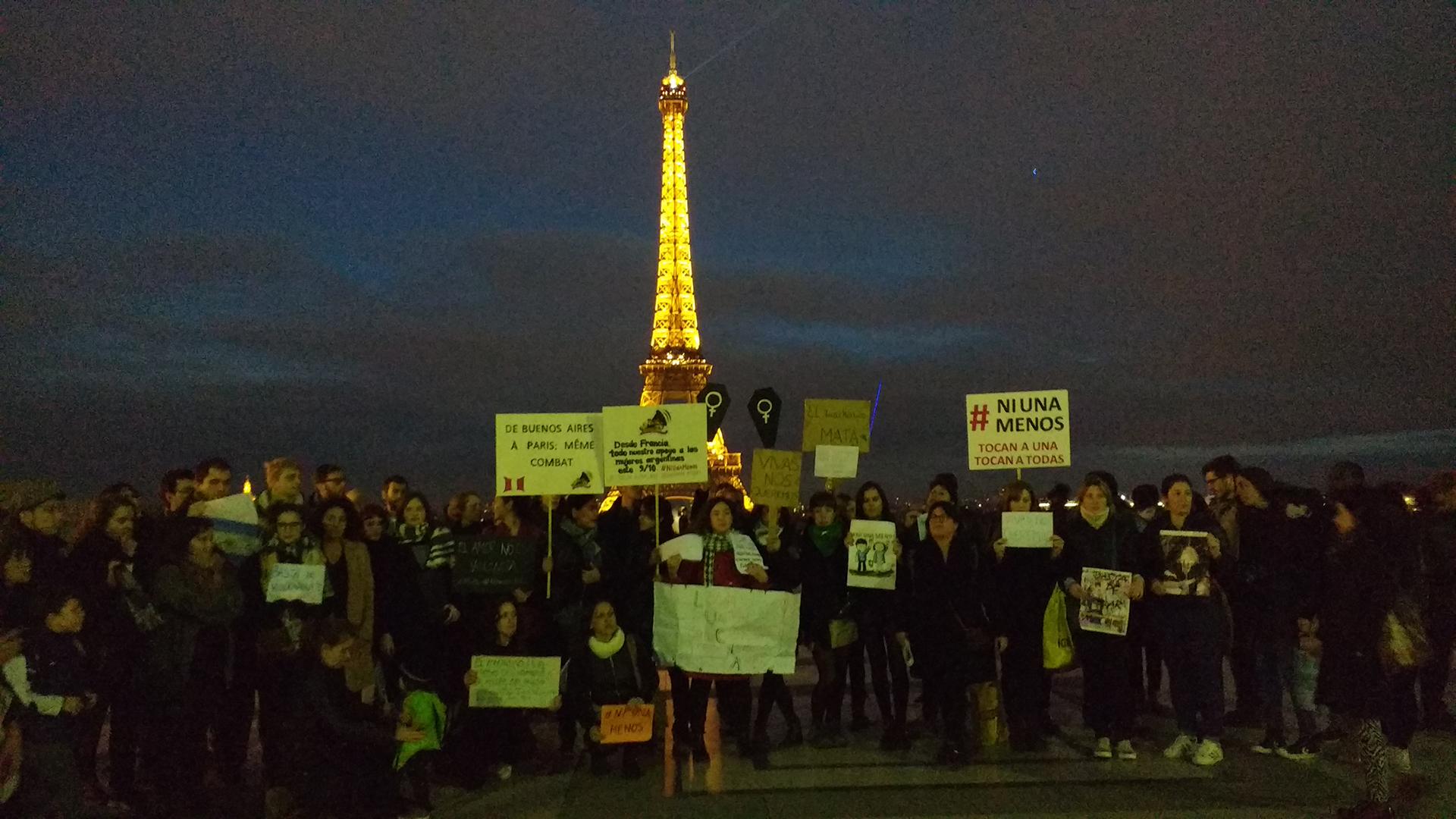 Mujeres argentinas en París se sumaron al #MiércolesNegro (Agustina Ordoqui)