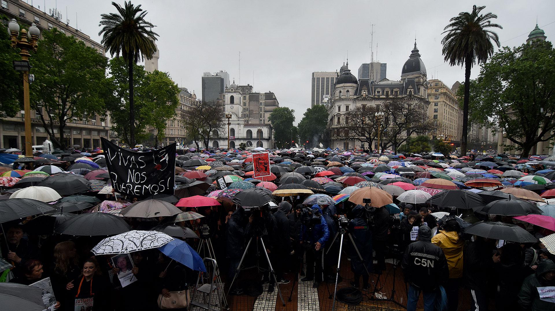Muchas madres, hijas y miembros de organizaciones llamaron a marchar