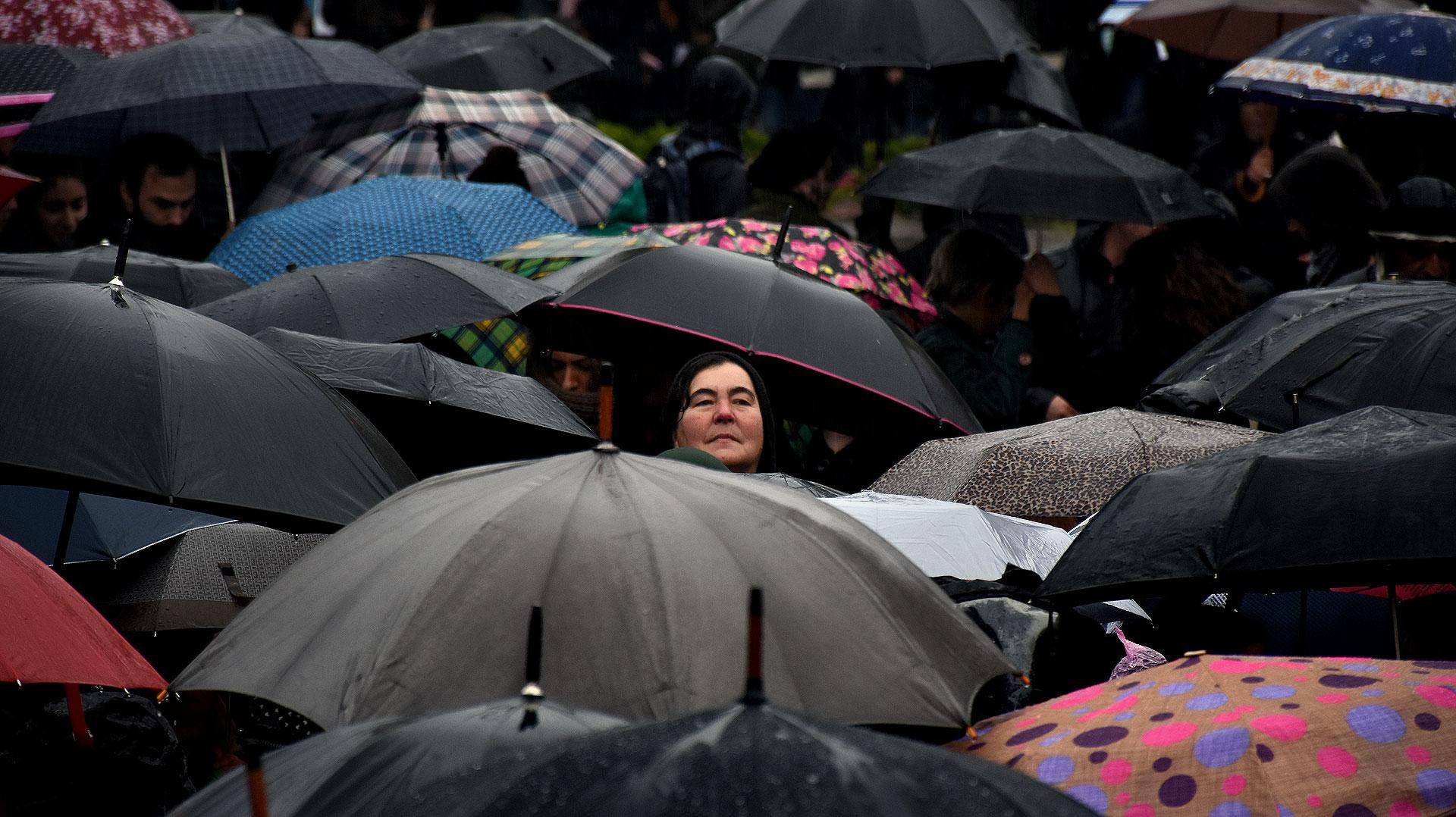 Miles de paraguas unidos en la marcha