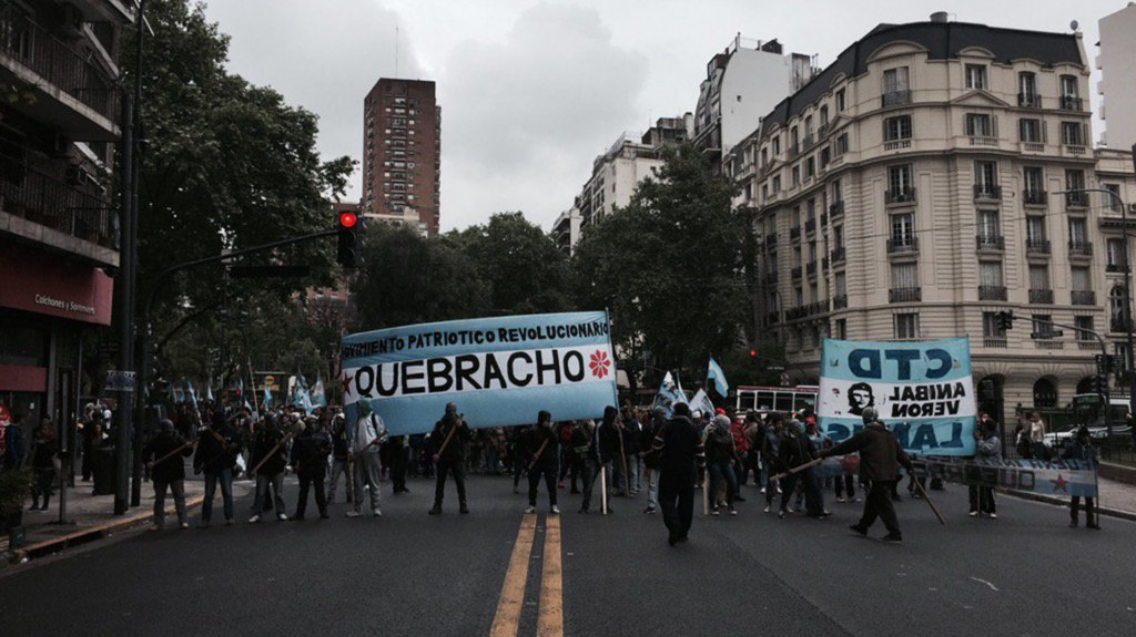 Quebracho realizó una serie de actos de repudio a los movimientos militares del Reino Unido.