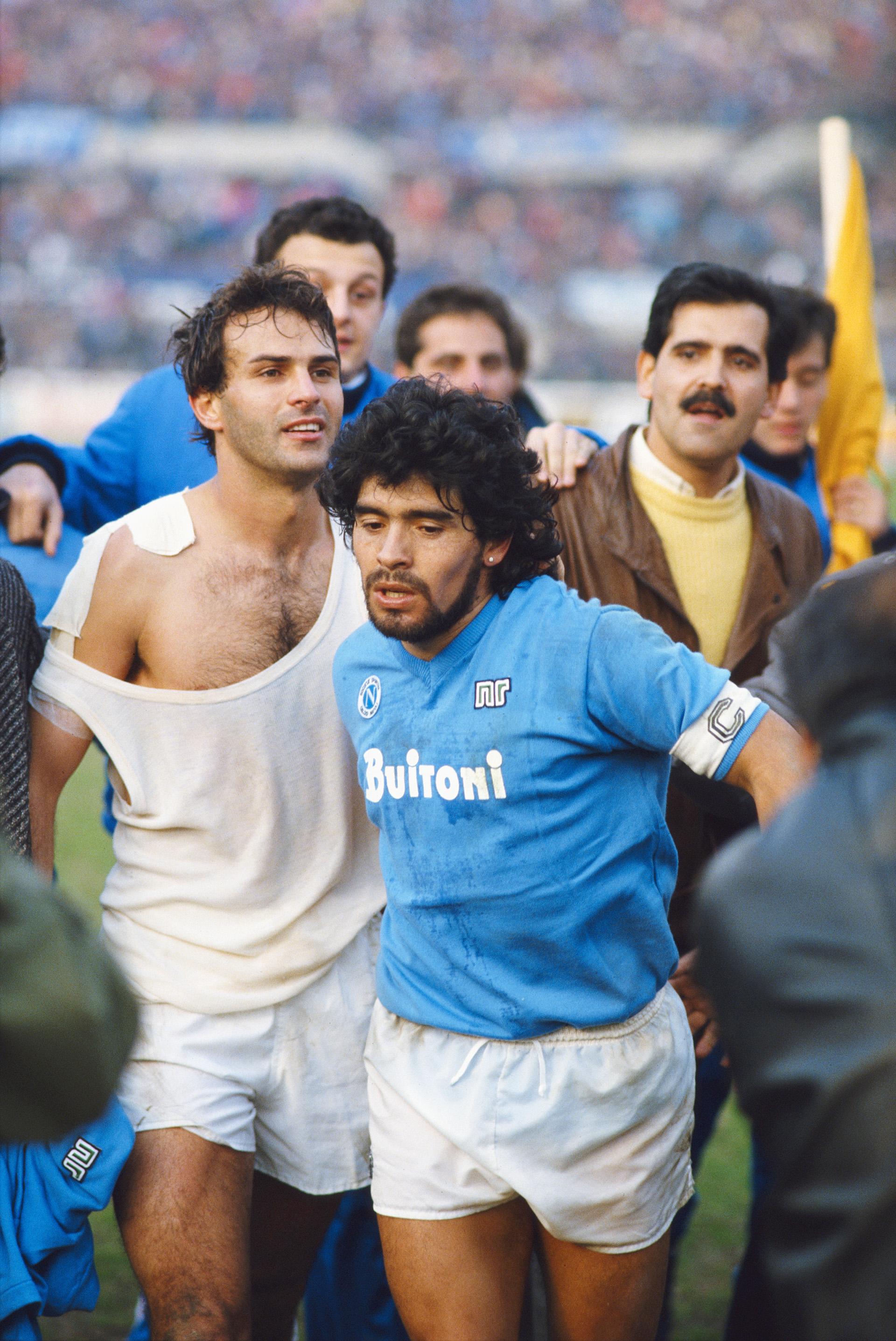 Diego Armando Maradona, considerado como un Dios en Nápoles