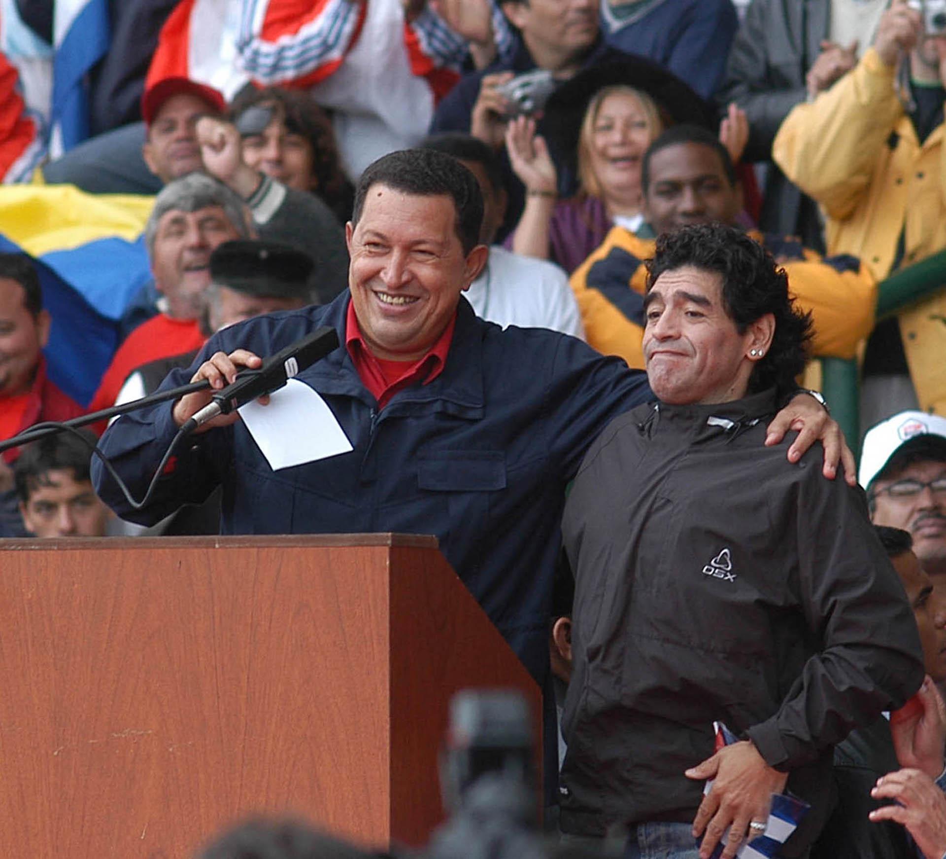 En el marco de la Cumbre de los Pueblos, en Mar del Plata, se unió a Hugo Chavez