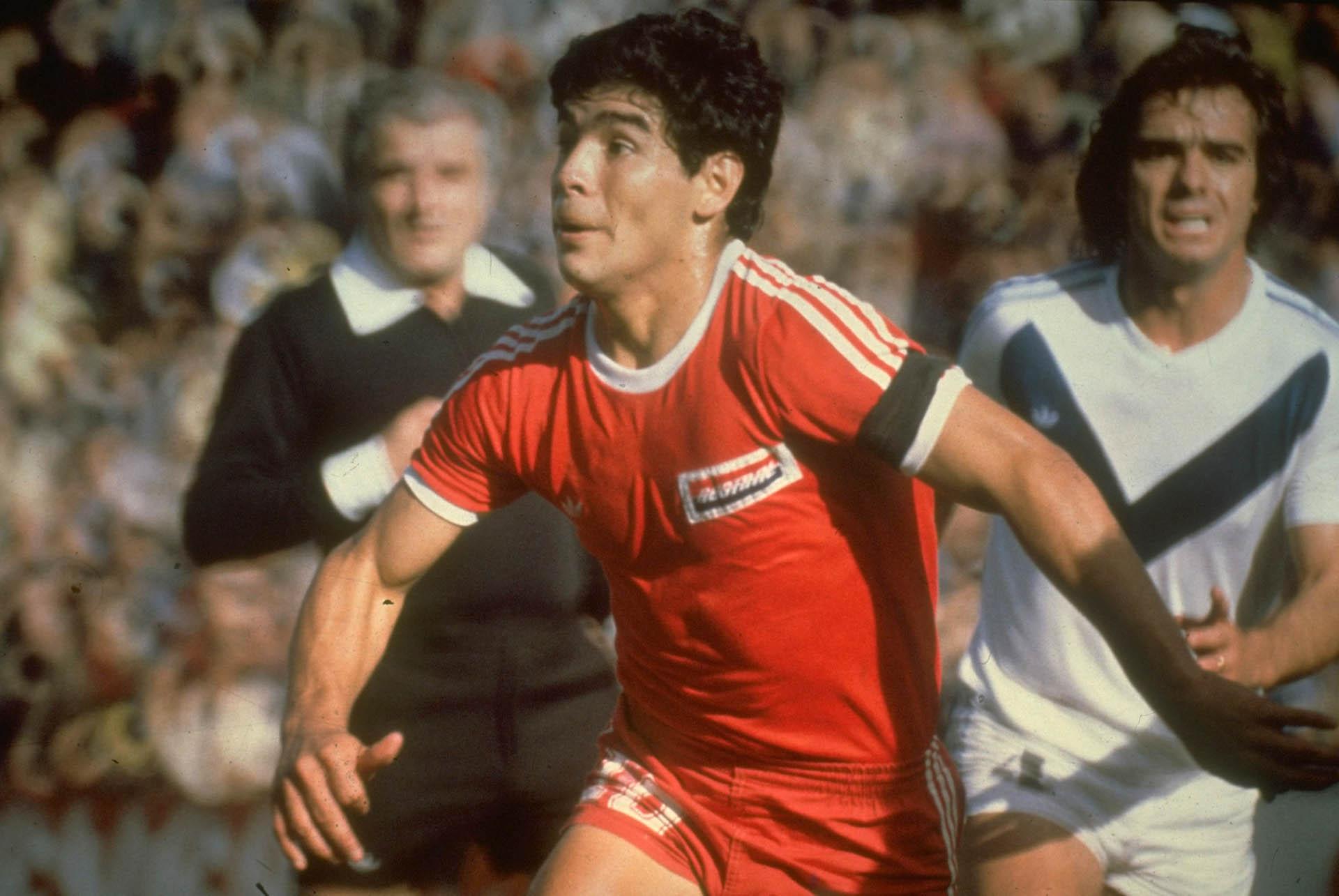 En uno de sus primeros partidos como profesional: Argentinos versus Vélez