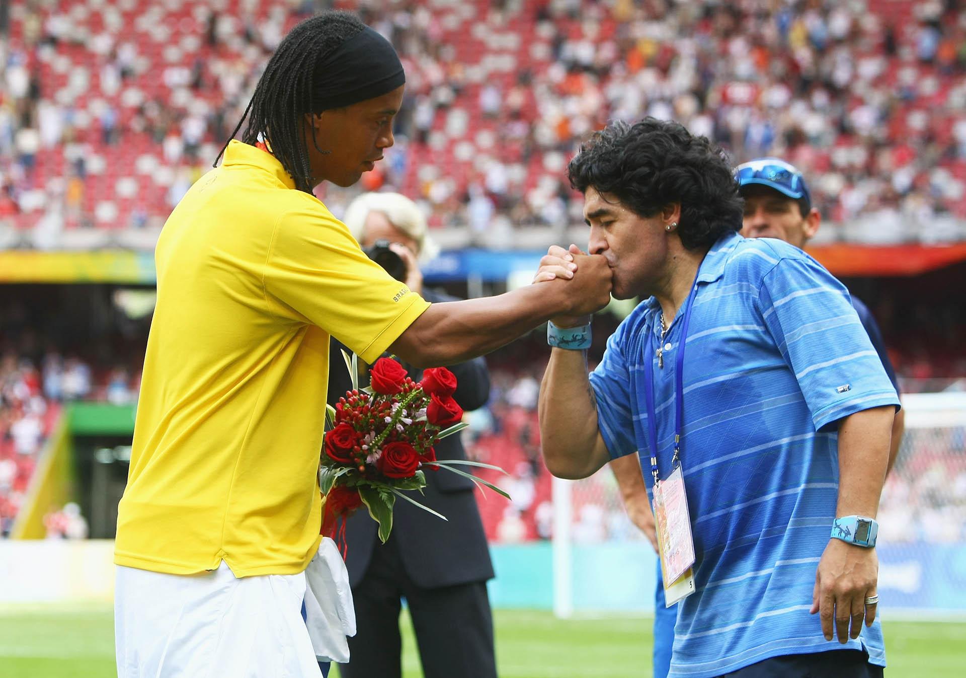 Maradona, rendido ante la magia de Ronaldinho en los Juegos Olímpicos de Beijimg 2008