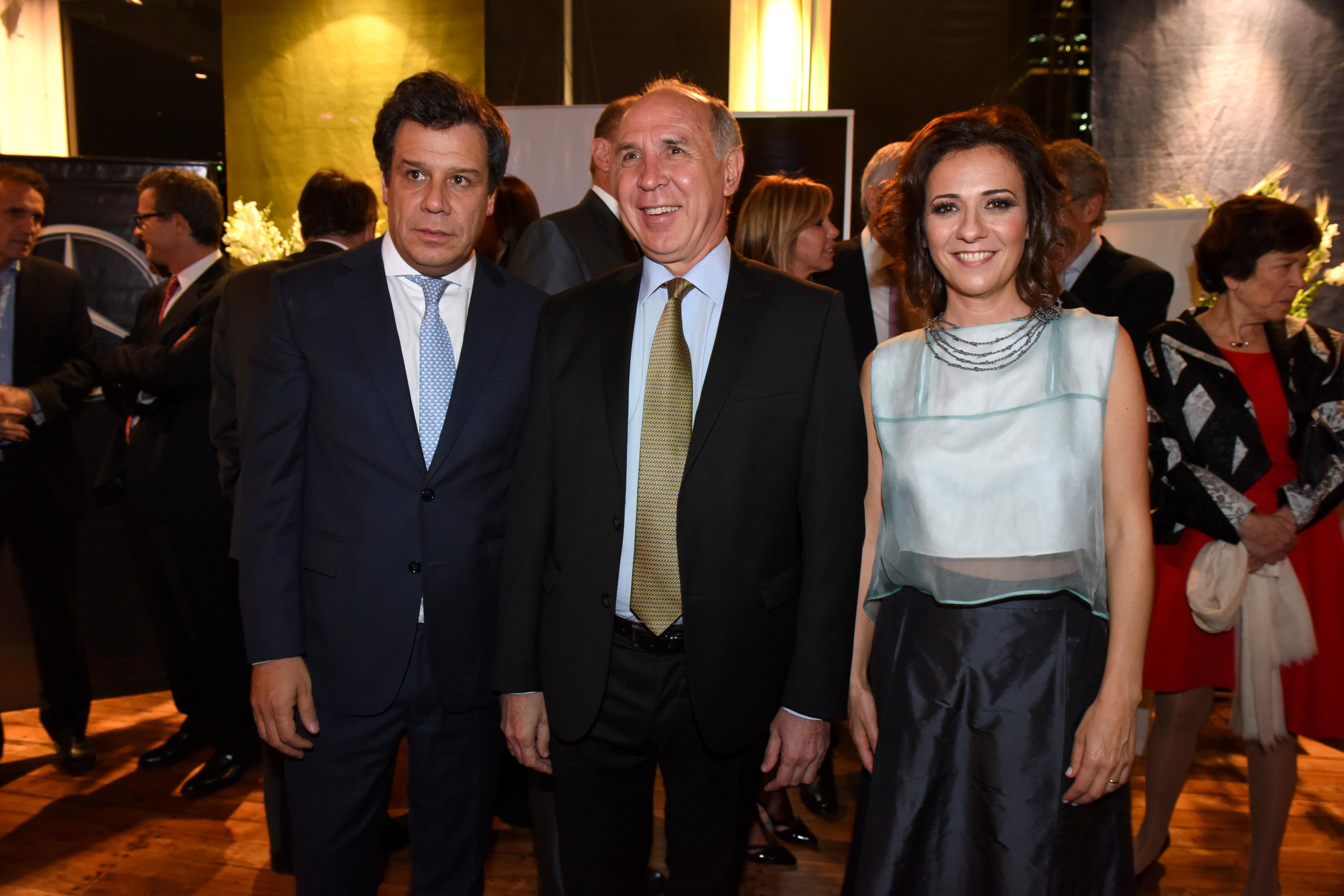 Facundo y Josefina Manes junto a Ricardo Lorenzetti
