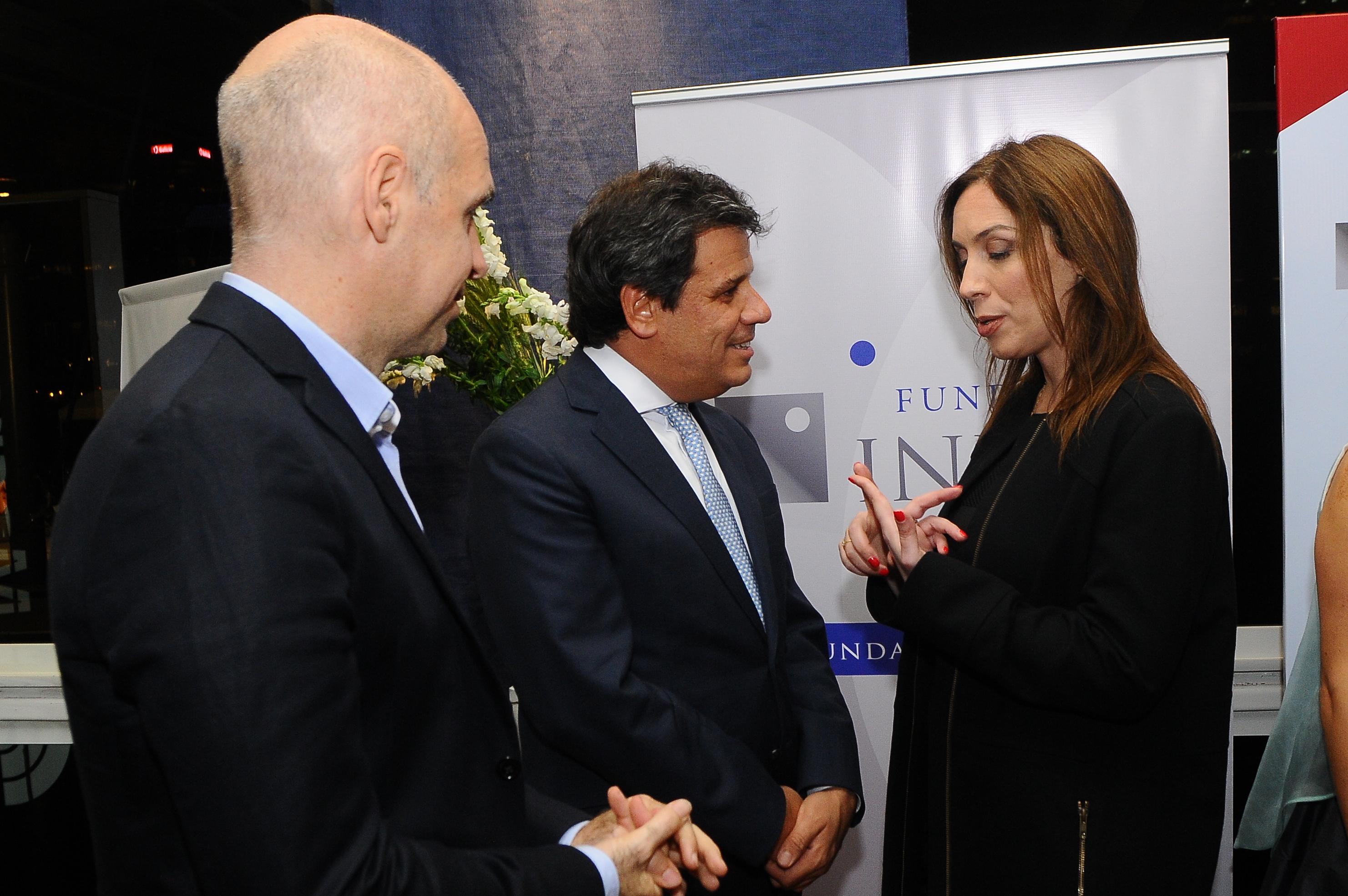 Facundo Manes dialogando con María Eugenia Vidal y Horacio Rodríguez Larreta