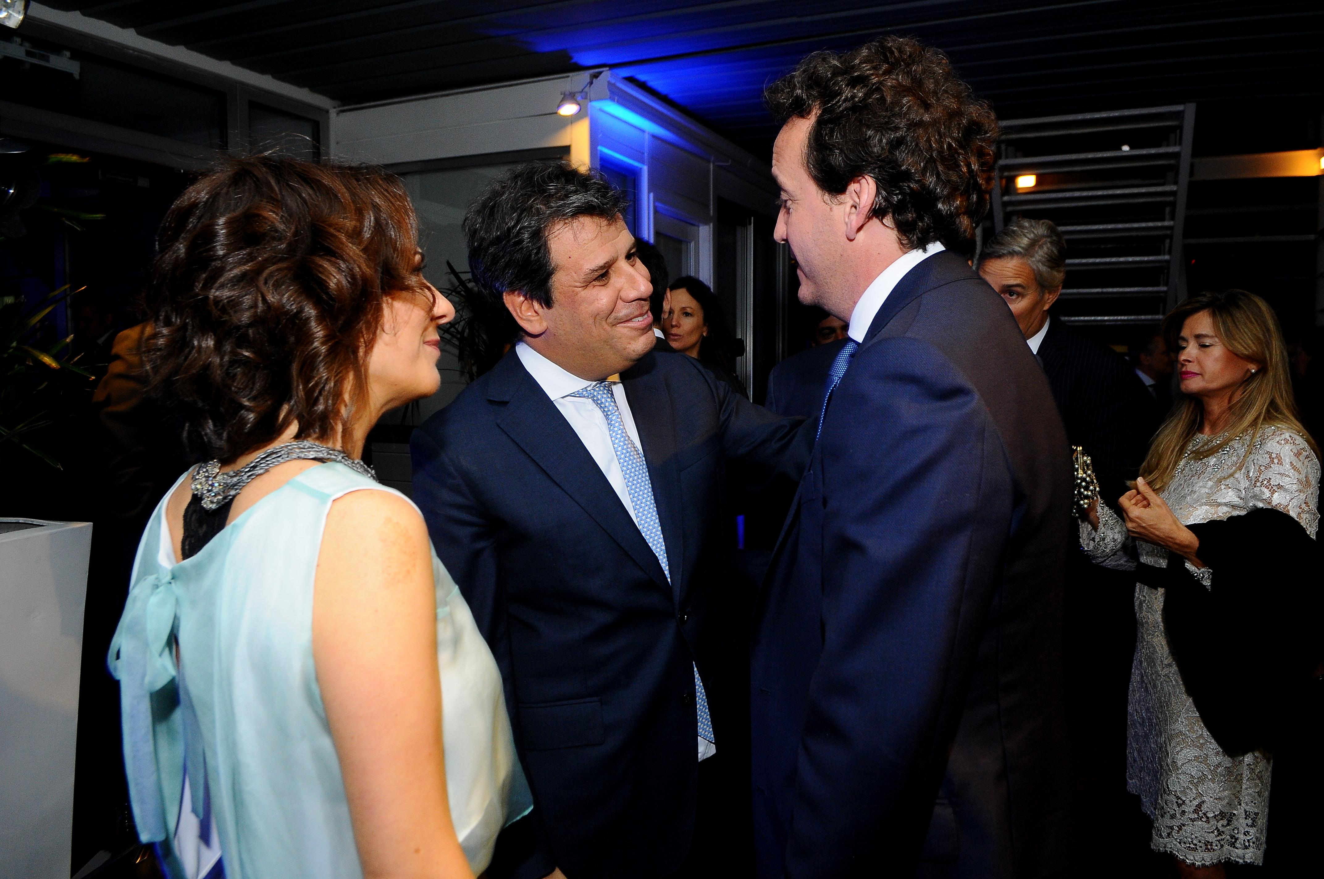 Facundo y Josefina Manes junto al presidente de la Fundación River Plate, Ignacio Villarroel