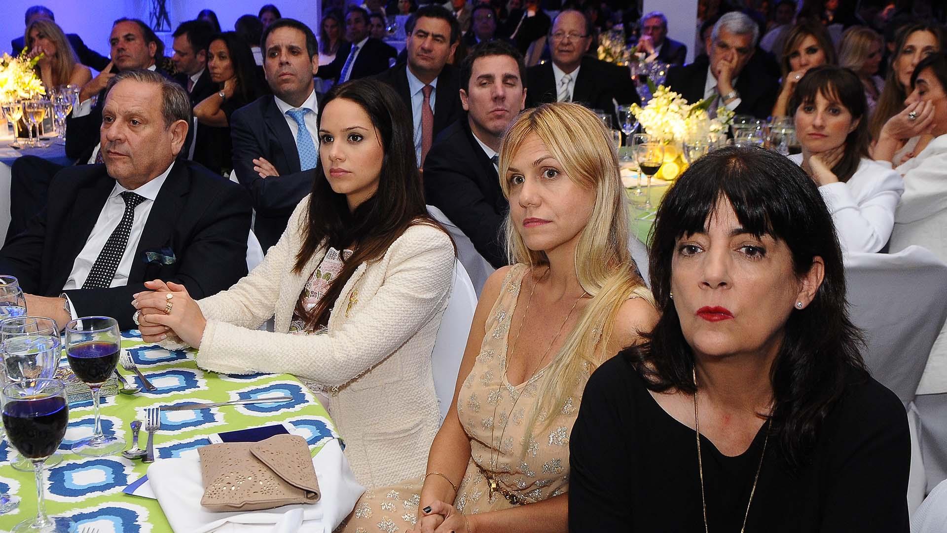 Néstor Abatidaga, CEO de Sancor Seguros; la diseñadora Natalí Márquez, Luz Barrantes e Ines Hernández, histórica secretaria de Susana Giménez