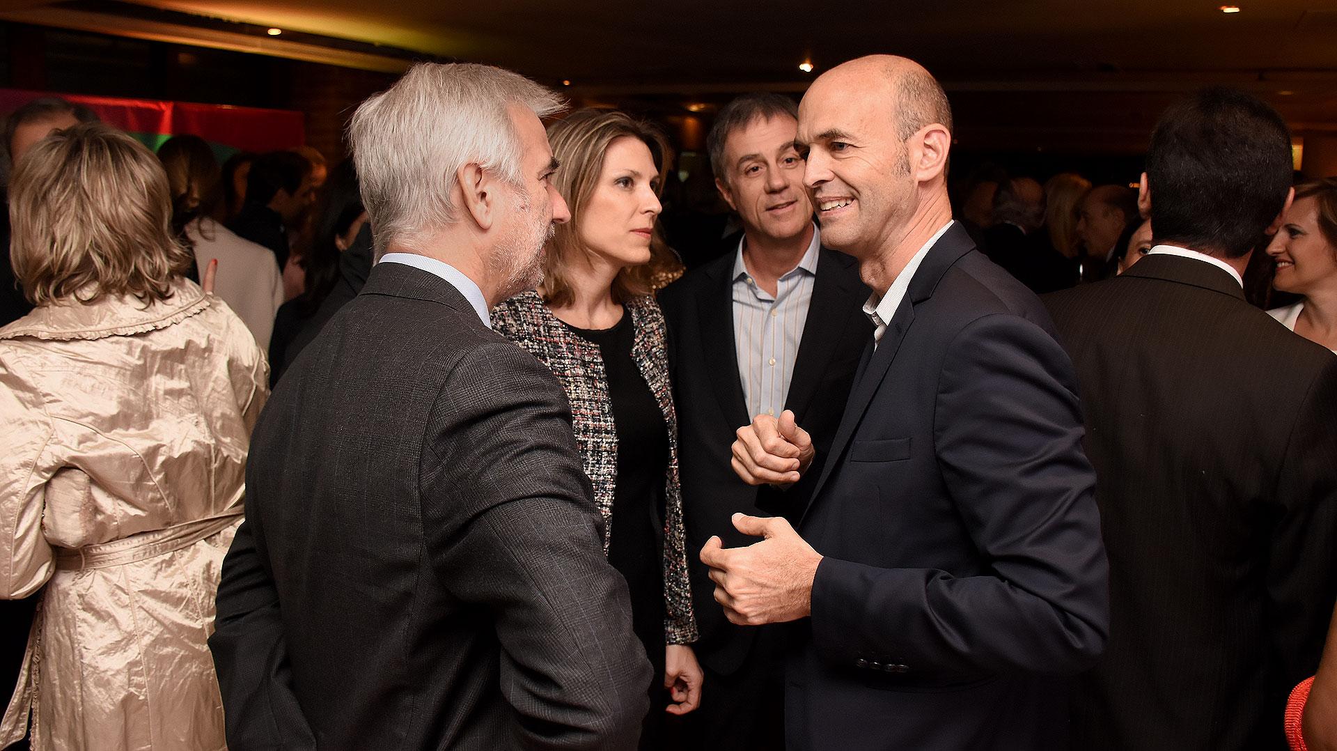 Isela Costantini y Guillermo Dietrich durante la recepción previa a la cena