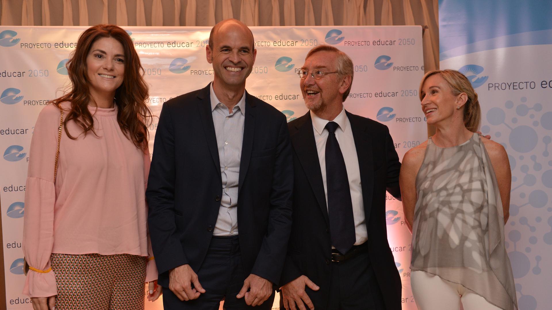 El ministro de Transporte Guillermo Dietrich junto a Manuel Álvarez Tronge, miembro del Consejo, y Agustina Blanco