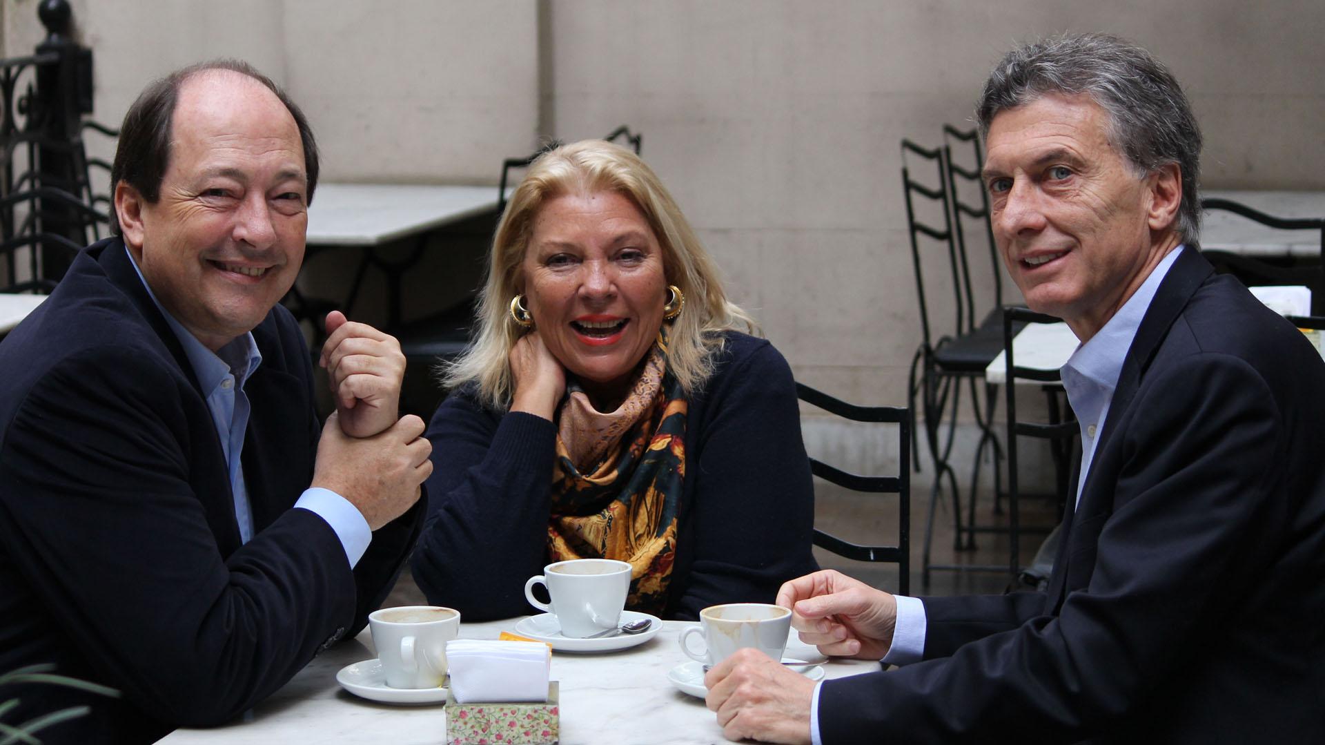 Sanz, Carrió y Macri, fundadores de Cambiemos (NA)