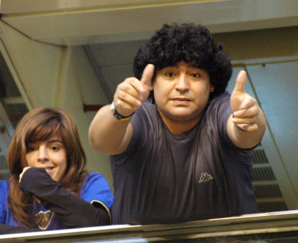 Un Maradona positivo: hinchando por Boca junto a su hija Dalma