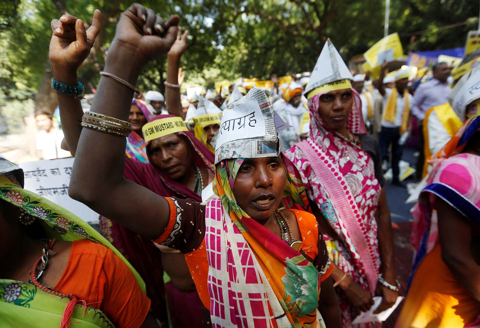 Agricultores durante una protesta contra el plan de la India por permitir la cosecha de mostaza genéticamente modificada, en Nueva Delhi, India