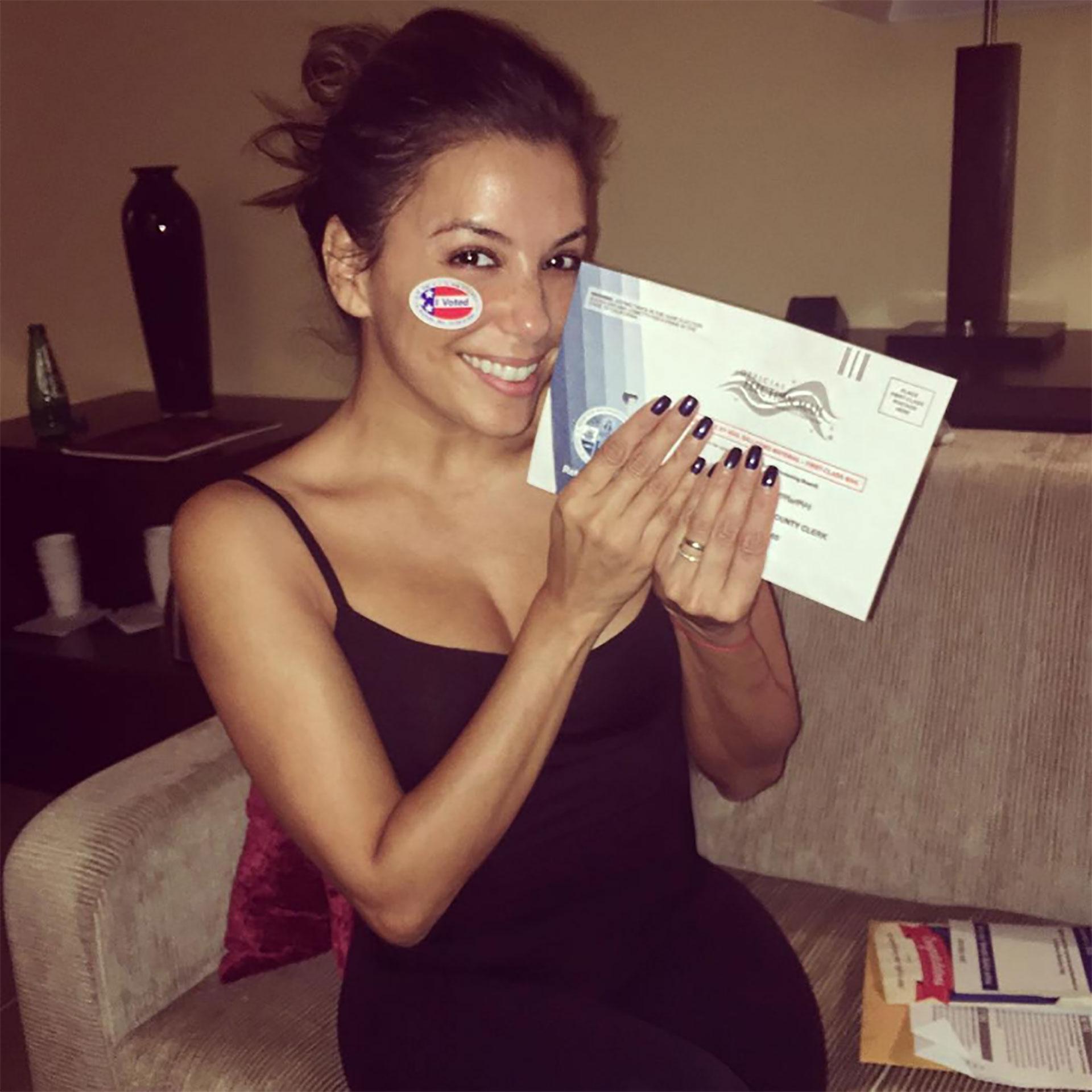 La actriz latina Eva Longoria, conocida por Desperate Housewives, hizo uso del voto anticipado