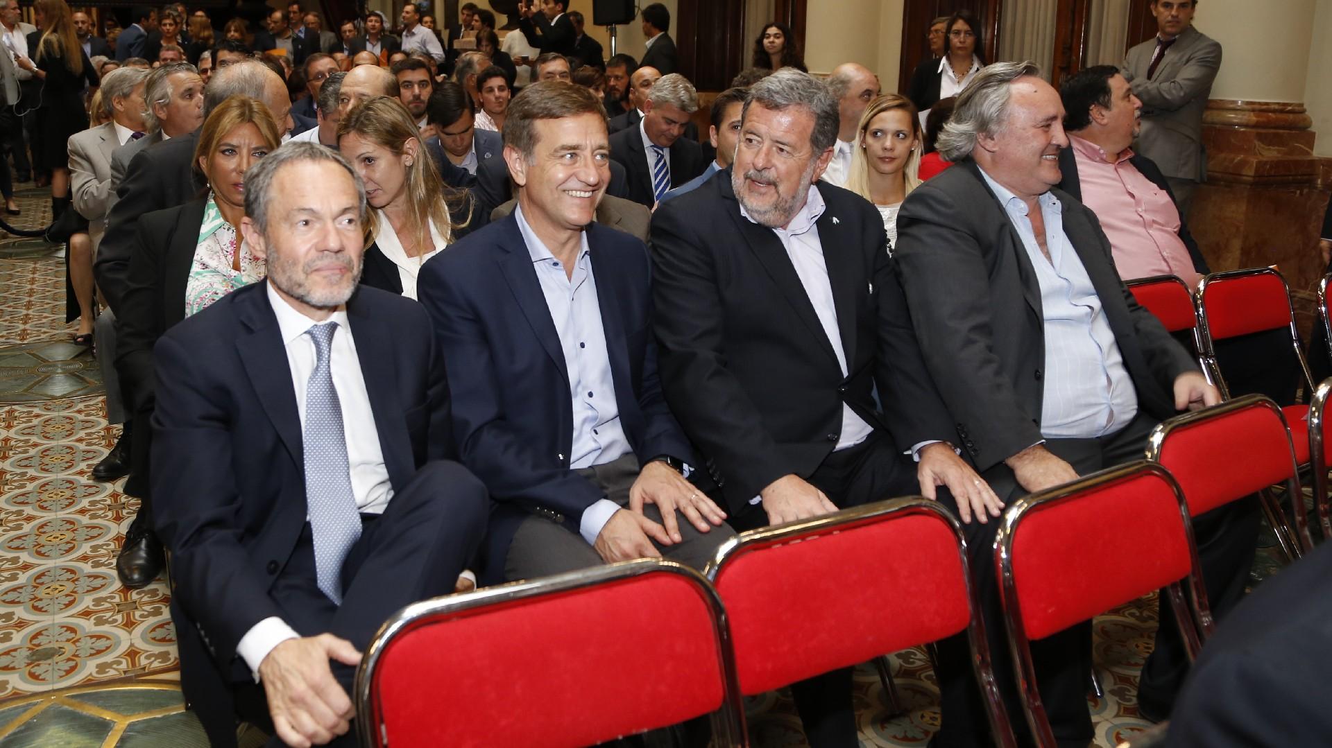 Gustavo Ferrari, Rodolfo Suárez, Jorge Elustondo y Joaquín de la Torre,muy sonrientes
