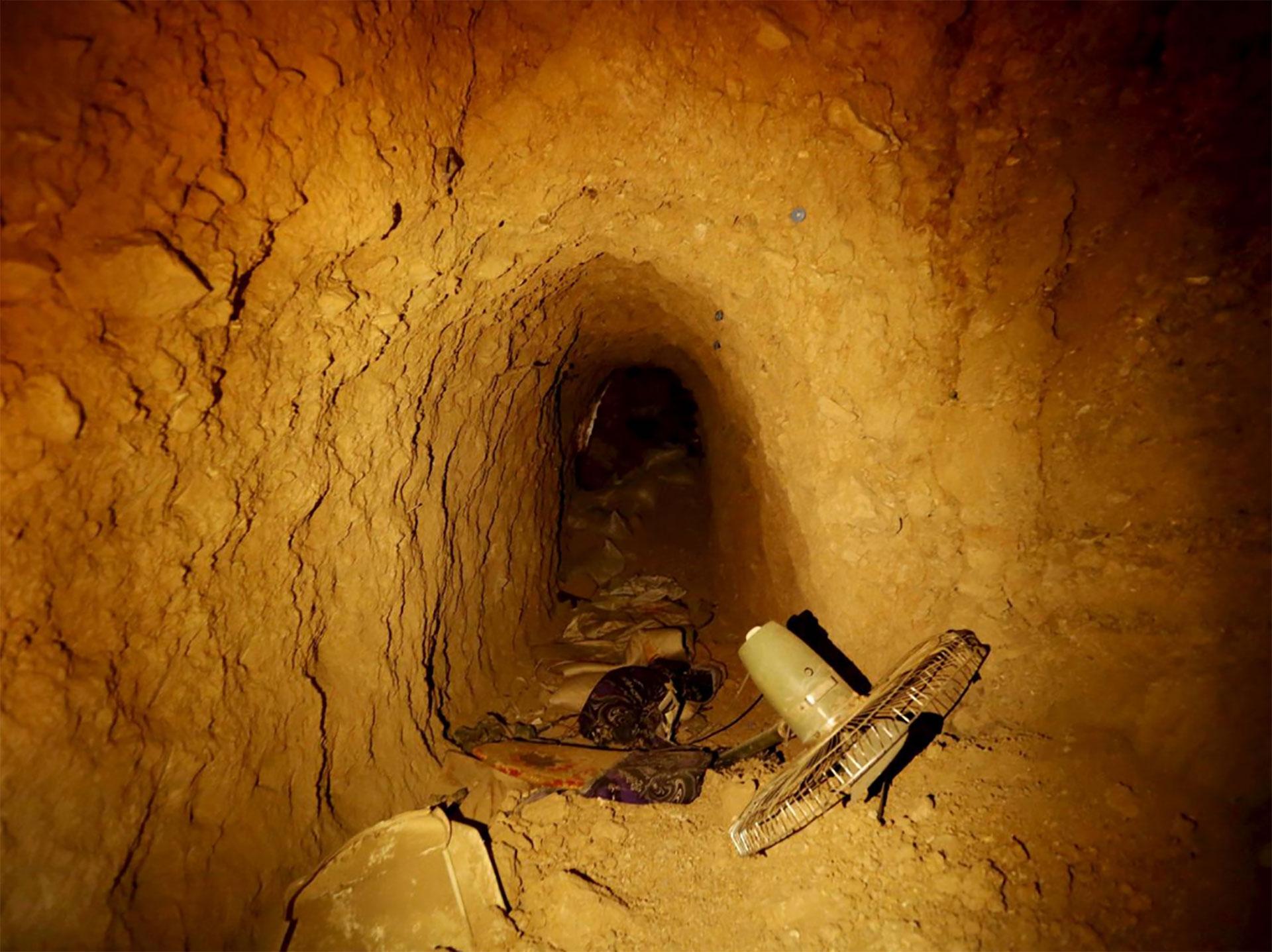 En el tramo de túnel revisado por las tropas se encontraron ventiladores, ropa y mantas, entre otros artículos