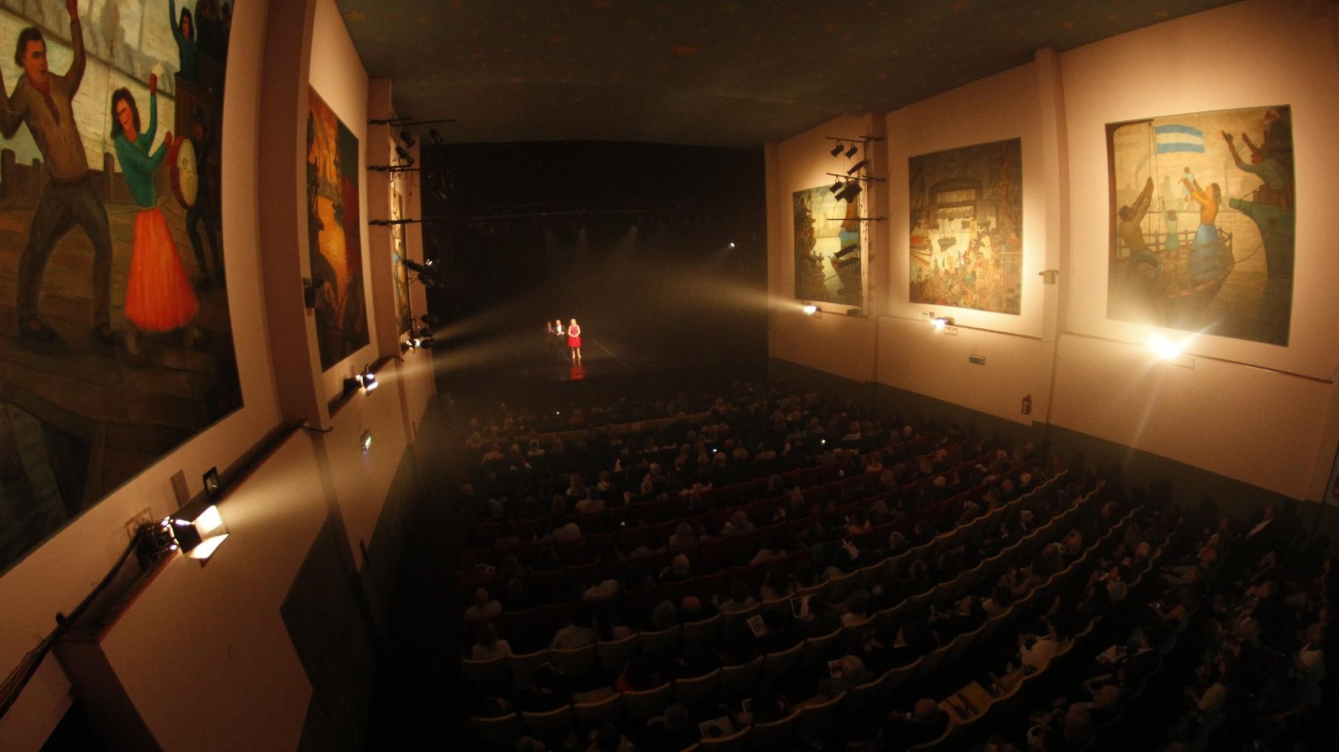 El Teatro de la Ribera, fundado hace 45 años, volvió a brillar con la prestigiosa Gala Anual de Recaudación de la Fundación Amigos del Teatro San Martín /// Fotos: Nicolás Aboaf
