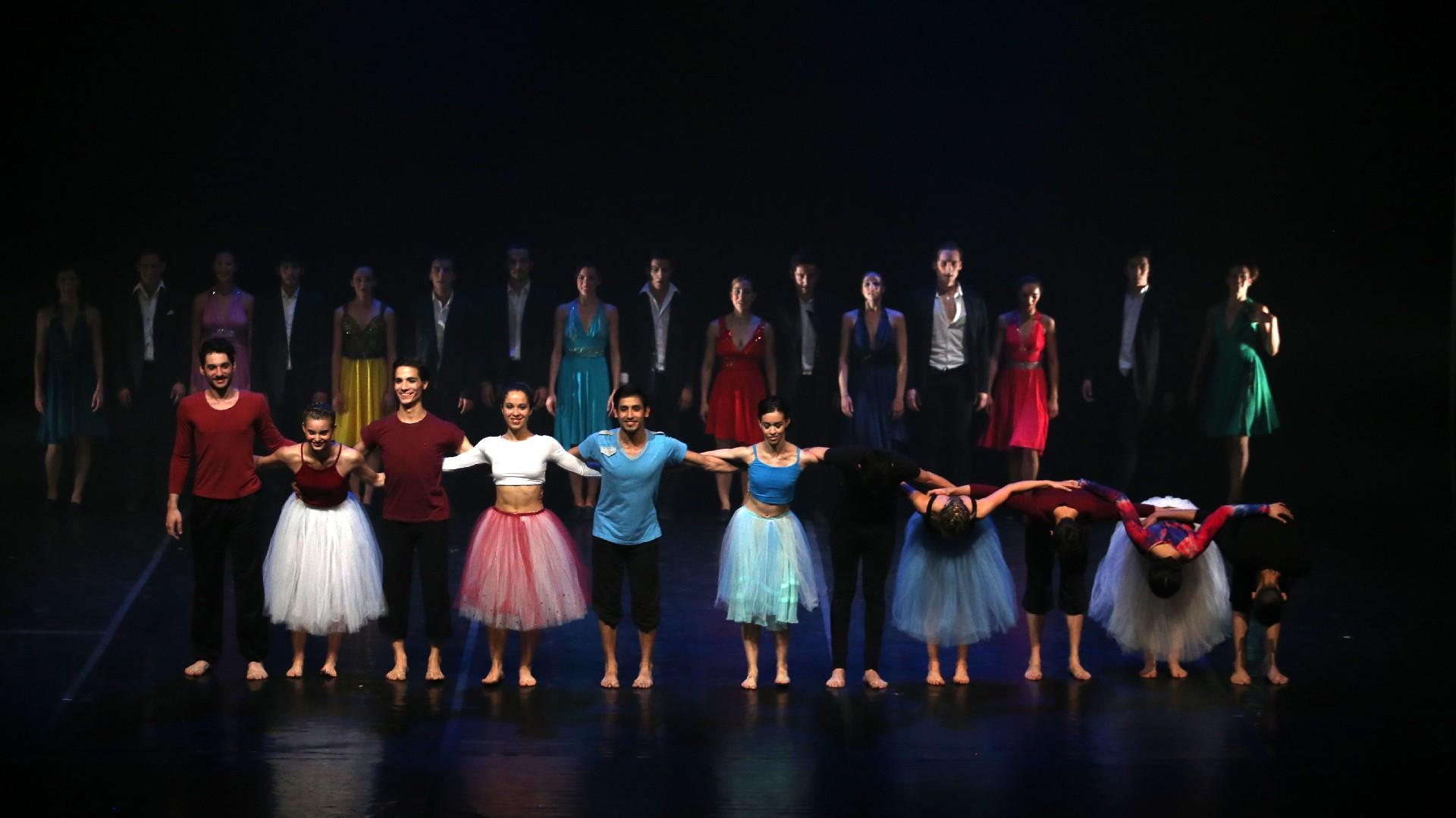 Elencos del Ballet Contemporáneo y del Taller de Danzas, surgidos en el seno del Teatro San Martín y próximos a cumplir cuatro décadas de formación, realizaron su intervención gracias a la iniciativa de la Fundación y a empresas privadas que, a través de la ley de Mecenazgo, brindan su apoyo