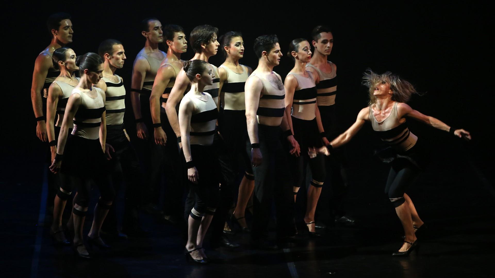 """Reconocido internacionalmente, el Ballet Contemporáneo interpretó """"Bolero"""", versión de Ana María Stekelman y dirección de Andrea Chinetti, actual directora del Ballet, inspiradas en la notable creación de Ravel"""