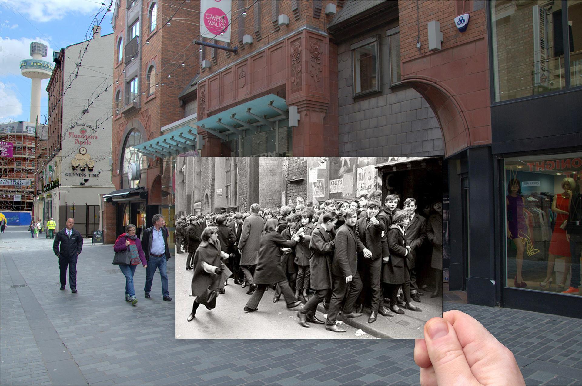 La ubicación original del Cavern Club en Mathew Street, superpuesta con una enorme cola para un concierto de los Beatles en los años 1960