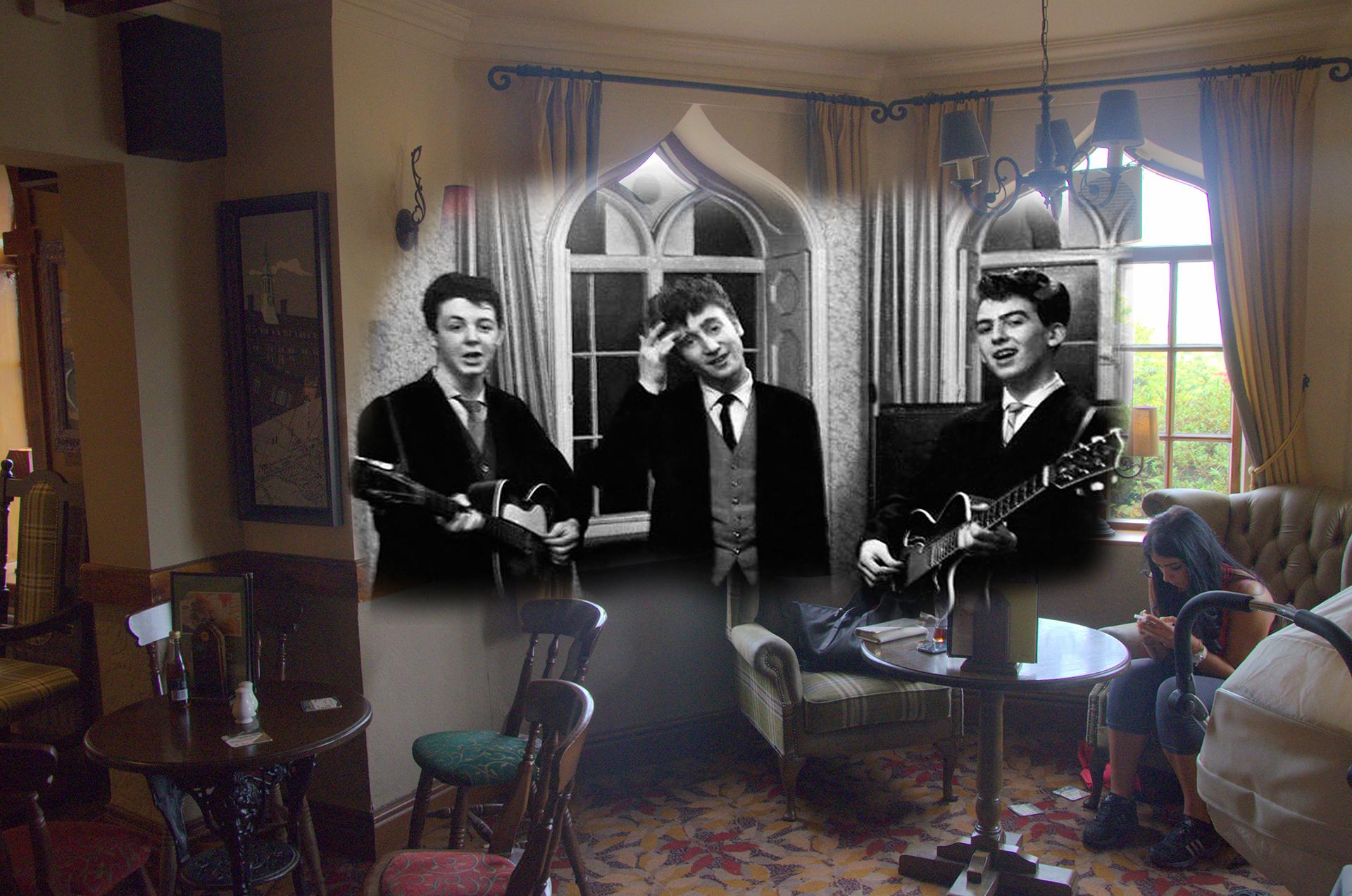 Jones volvió a los humildes comienzos de la banda como The Quarrymen, en el Childwall Abbey Hotel donde tocaron en la boda del hermano de George Harrison, en los años cincuenta