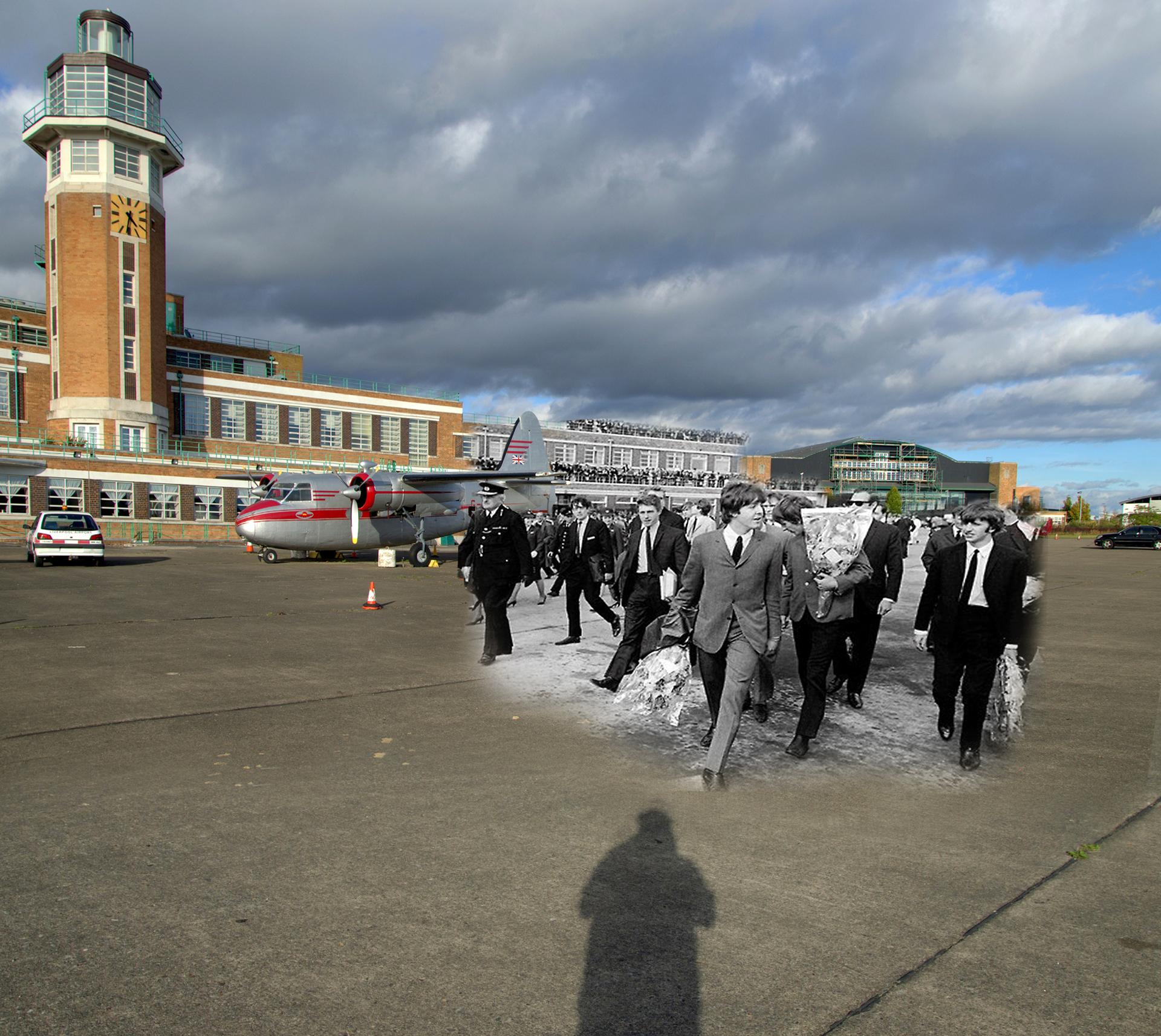 En el Aeropuerto de Speke con los Beatles llegando a la ciudad en 1964, para el estreno de su película A Hard Day's Night, con cientos de fans dándoles una enorme bienvenida