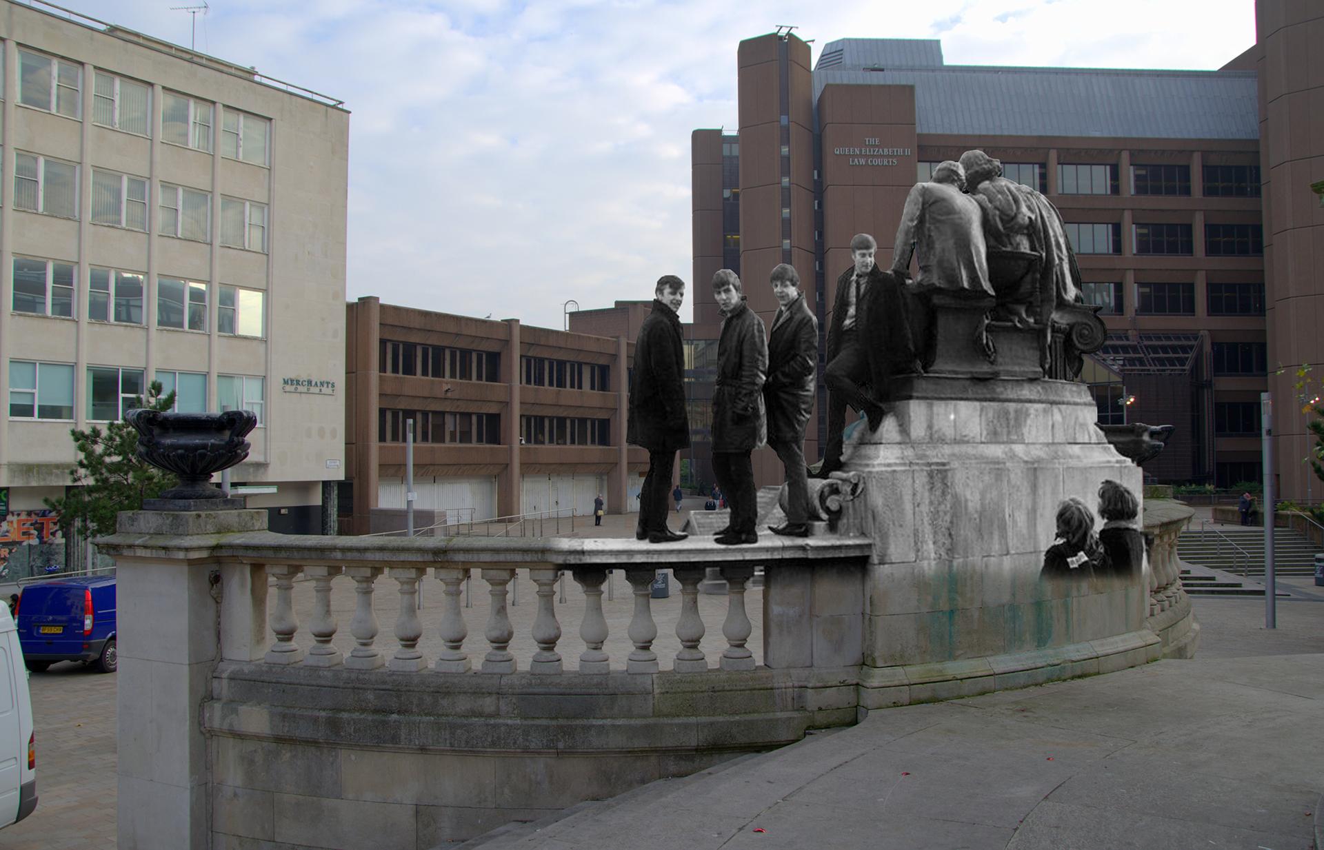 """Jones tomó el proyecto como un homenaje a los Fab Four, que aquí se encuentran posando en Derby Square. Según el siguen siendo """"sinónimo"""" de su ciudad natal"""