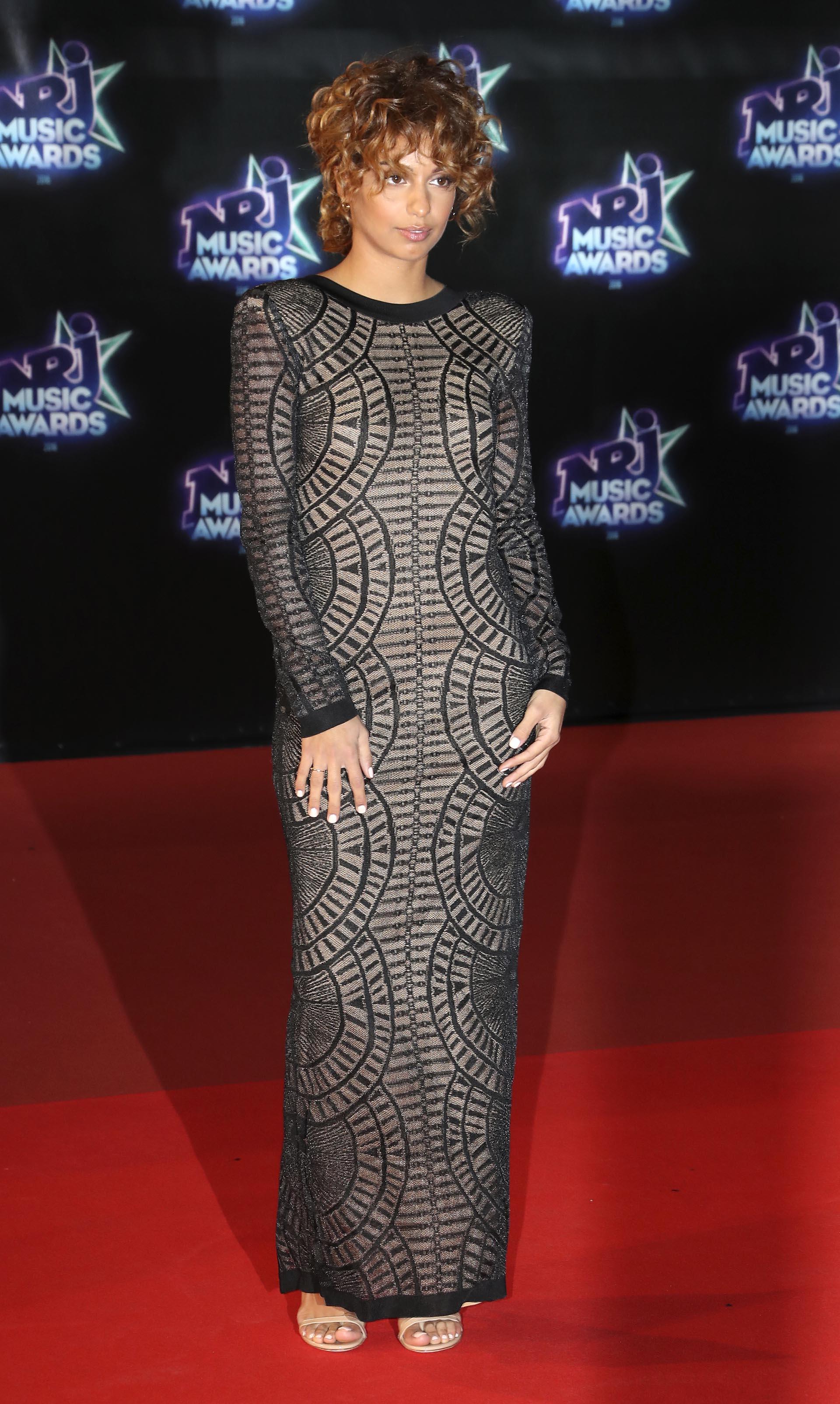 La cantante Tal eligió un diseño nude con encaje negro