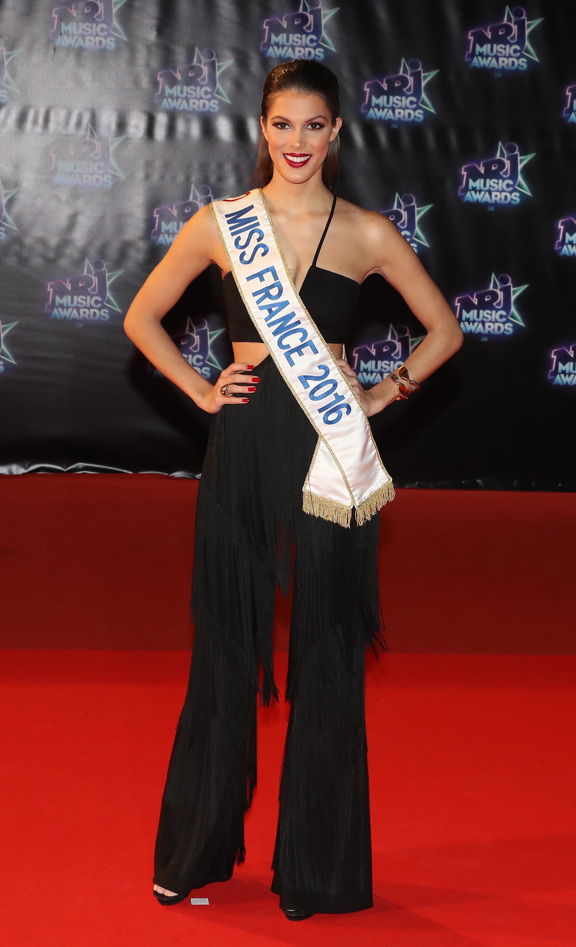 La bella Miss Francia 2016, Iris Mittenaere, y un escotado monopieza