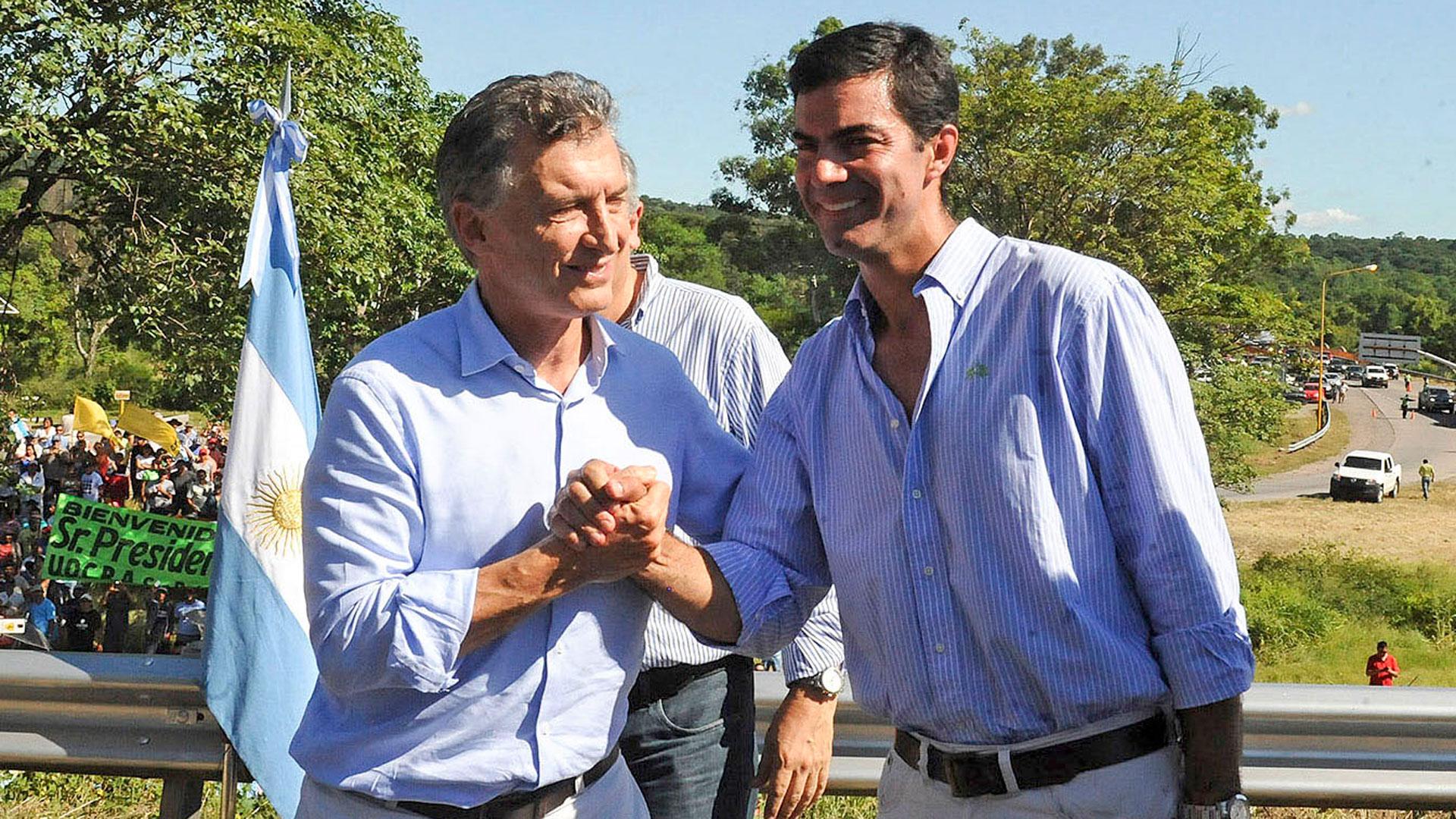 Juan Manuel Urtubeyjuntoa Mauricio Macri (NA)