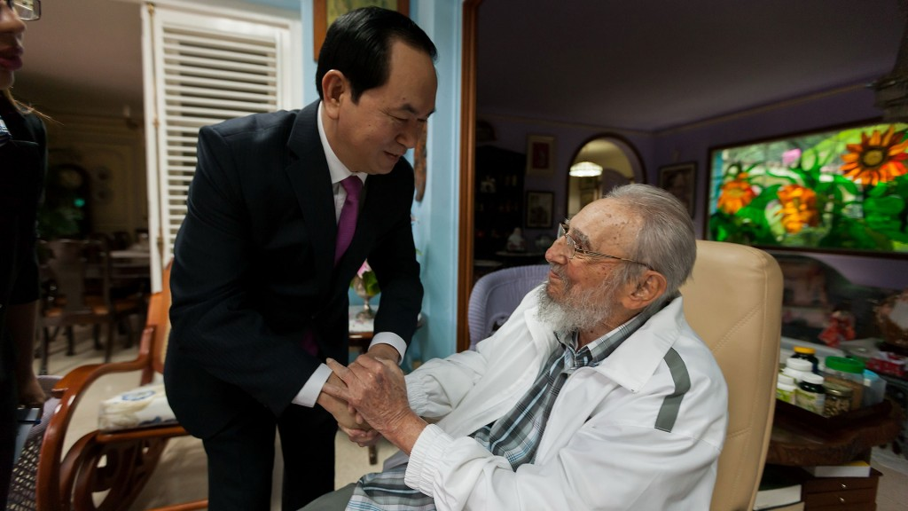 La última foto de Fidel Castro: con el presidente de Vietnam Tran Dai Quang (AFP)