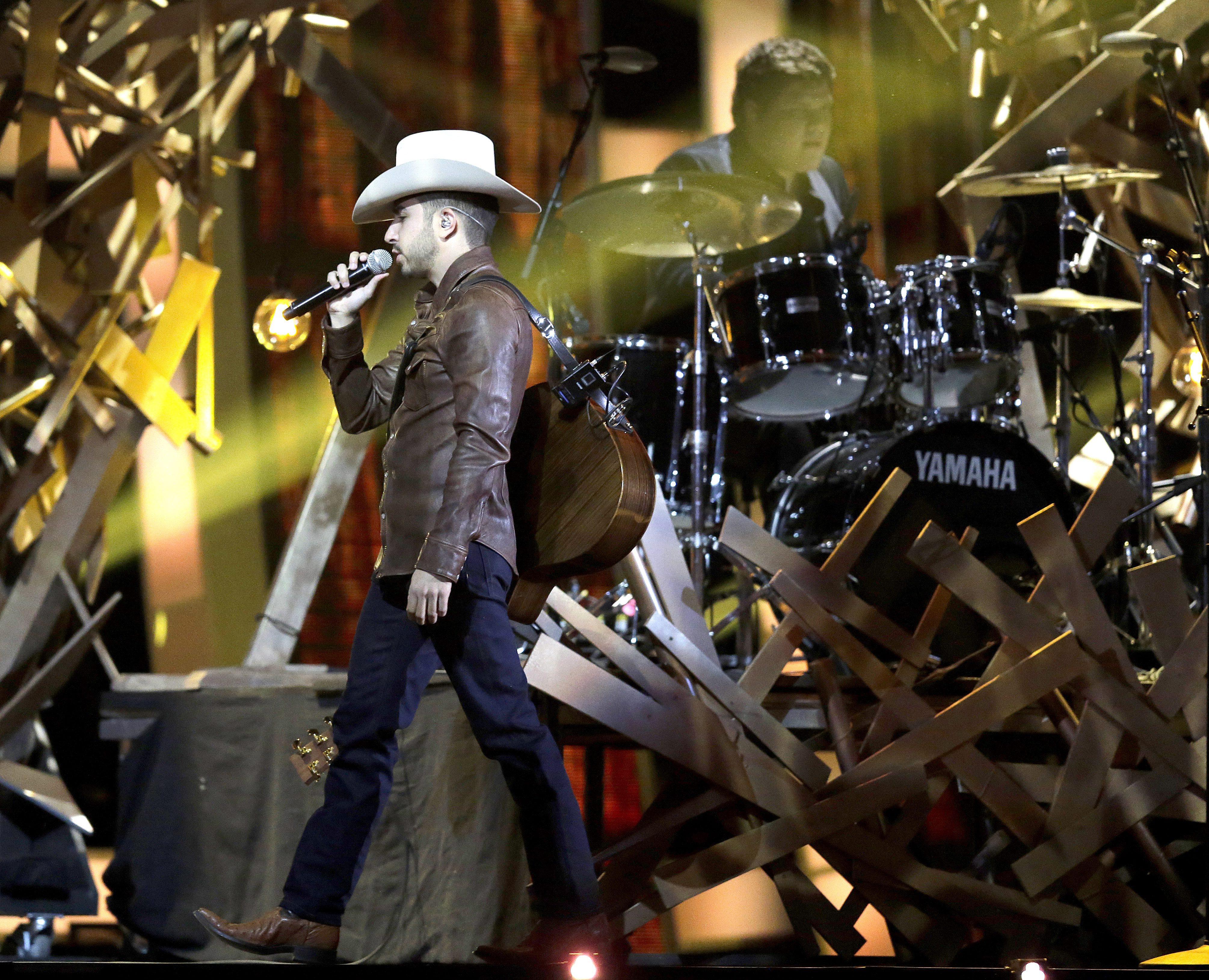 El mexicano Joss Favela ofreció uno de los espectáculos (EFE)