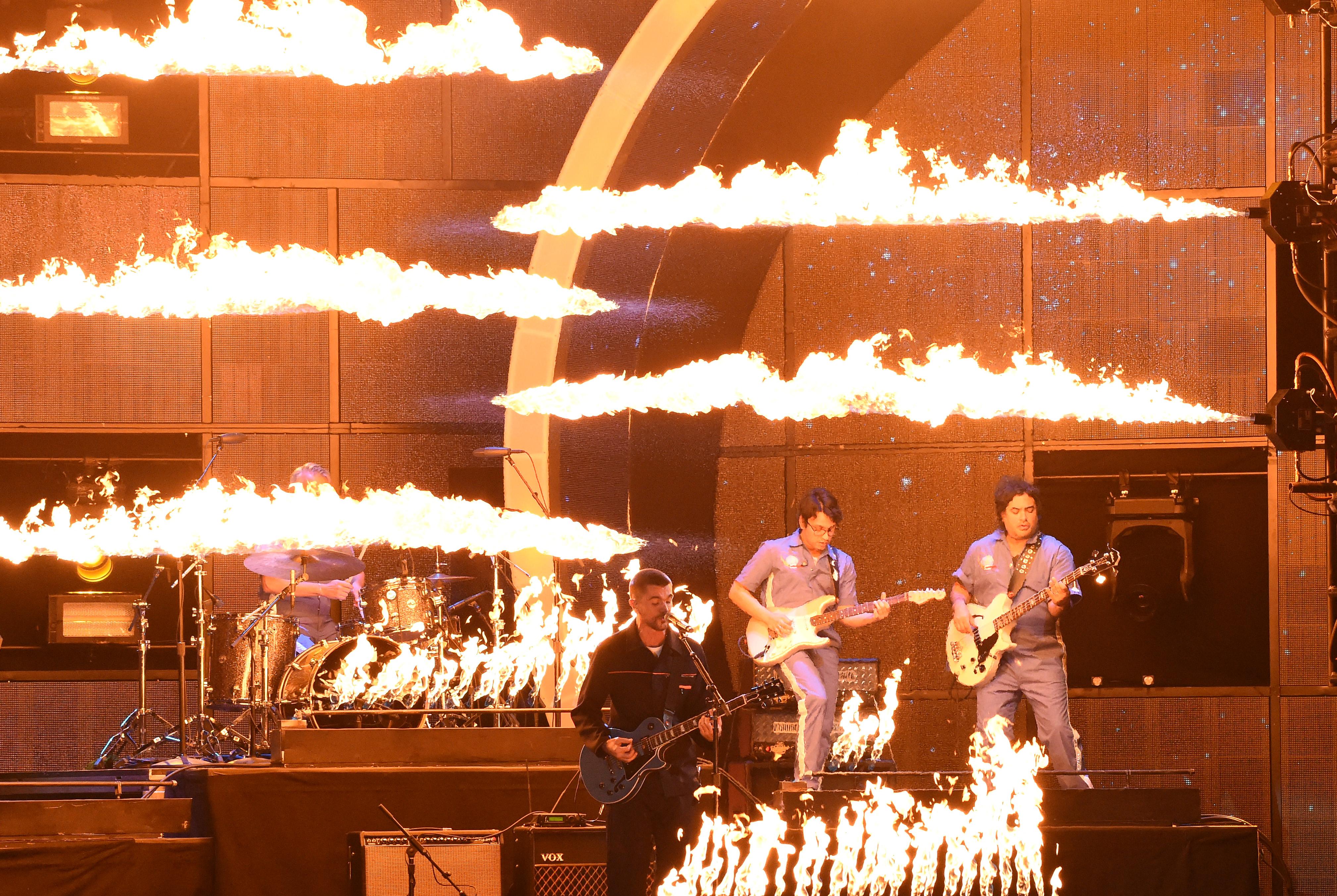 Juanes también brindó un gran show, aunque no participaba en ninguna categoría (AFP)