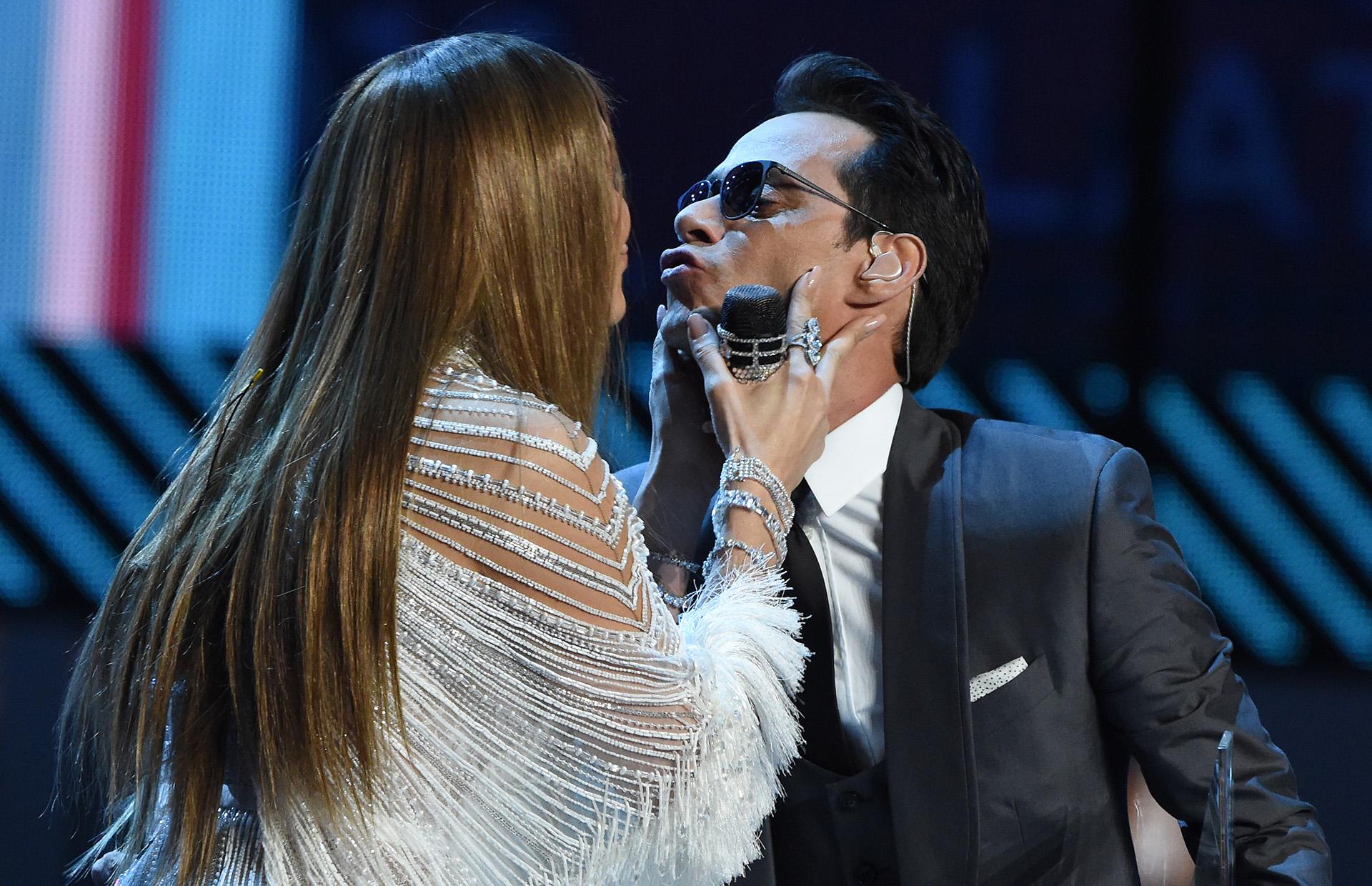 Jennifer Lopez besó a Marc Anthony durante su show