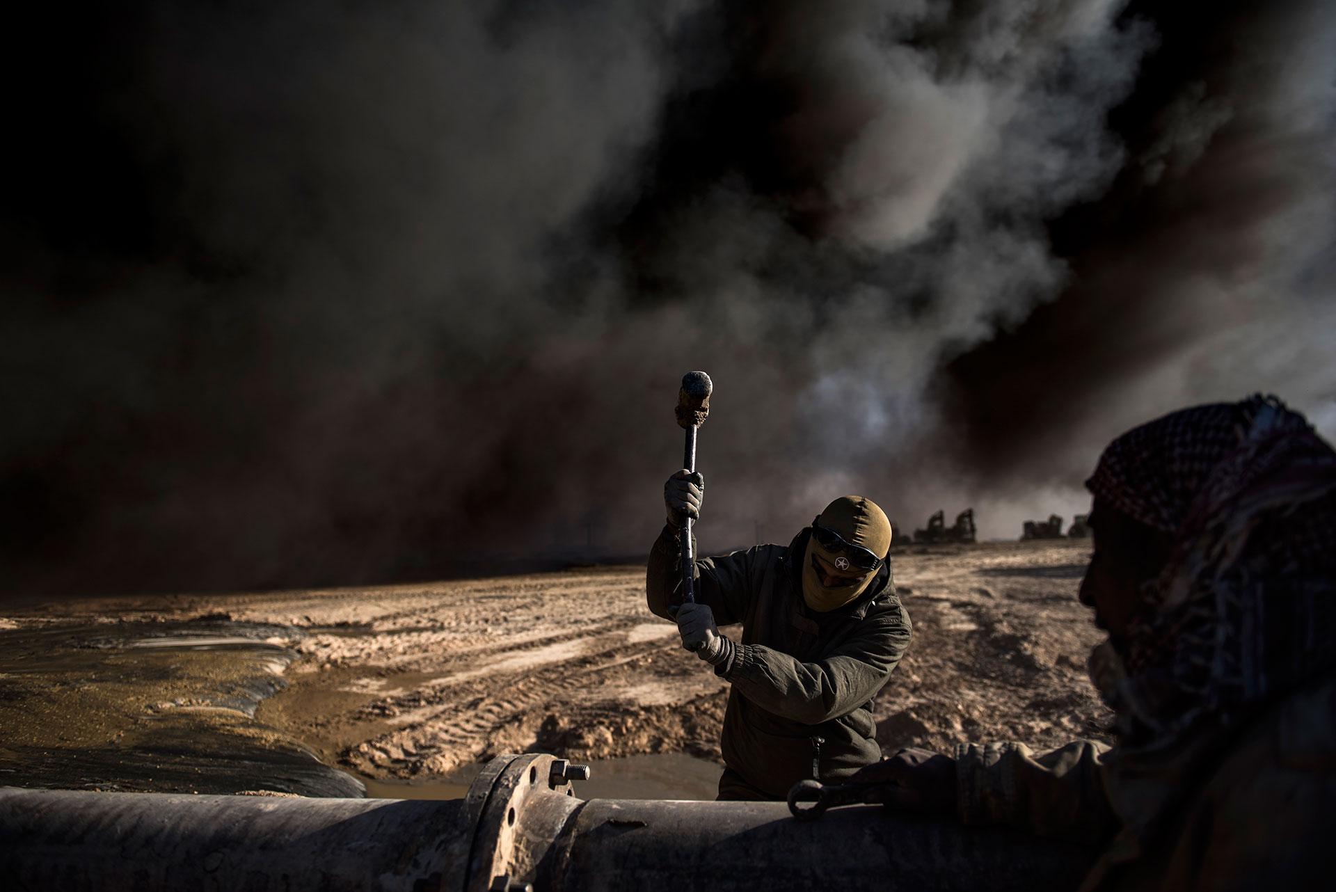 El grupo terrorista ha incendiado numerosos pozos de petroleo en los últimos meses (AFP)