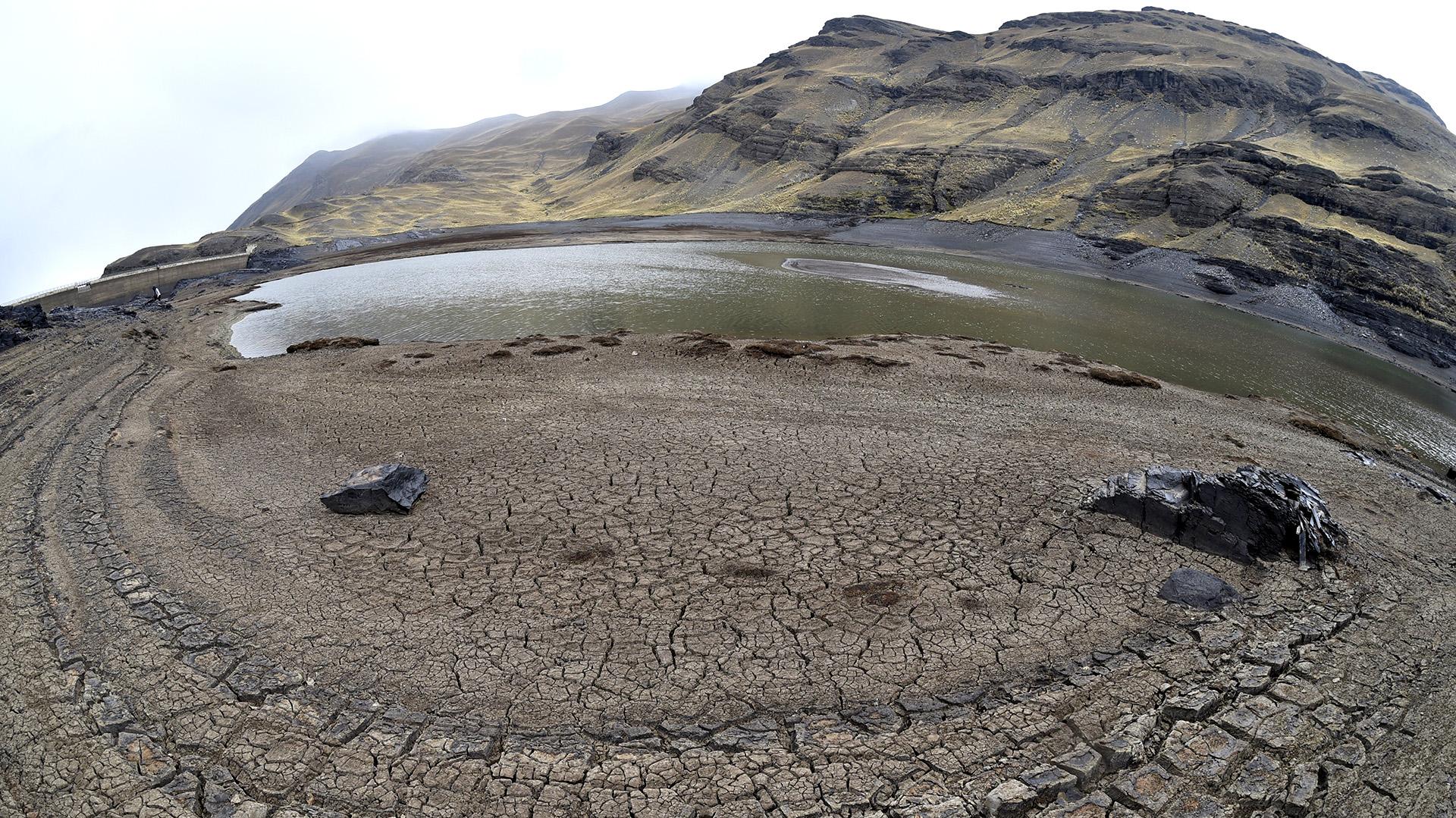 """El presidente de Bolivia, Evo Morales, firmó un decreto que declara la """"emergencia nacional"""" en el país a causa de la sequía que ha ocasionado racionamientos de agua en varias regiones, pero sobre todo en La Paz (AFP)"""