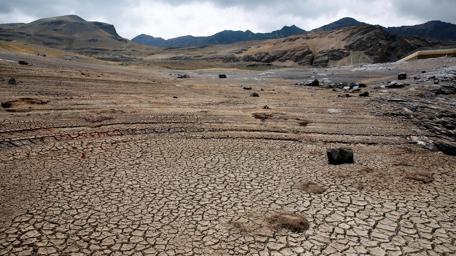 """Tras reunirse con sus ministros, Morales explicó que el decreto declara """"situación de emergencia nacional debido a la presencia de sequía y déficit hídrico en diferentes regiones del territorio nacional provocadas por fenómenos climáticos adversos"""" (Reuters)"""