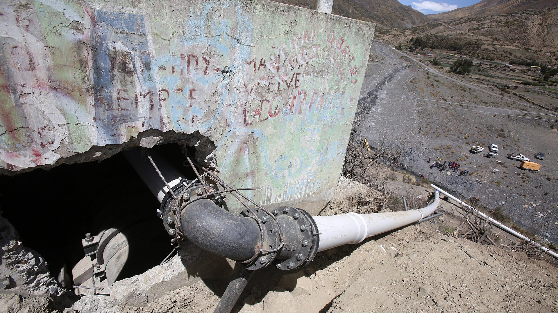 Obras en el sector de Collpani desde donde se intentará bombear agua para La Paz. El problema ha provocado que el presidente Evo Morales destituya a dos autoridades por su mala gestión ante la sequía (EFE)
