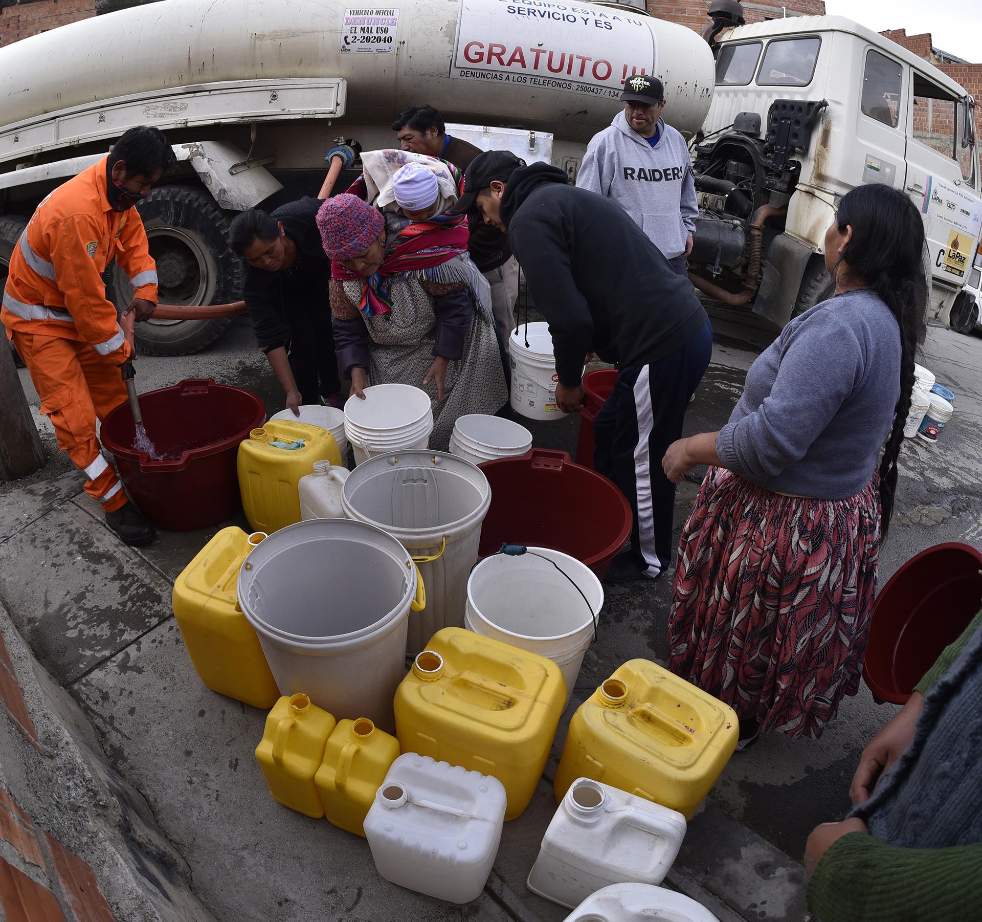 Los bolivianos estás desesperados por la falta de agua en La Paz y otras ciudades del país (AFP)