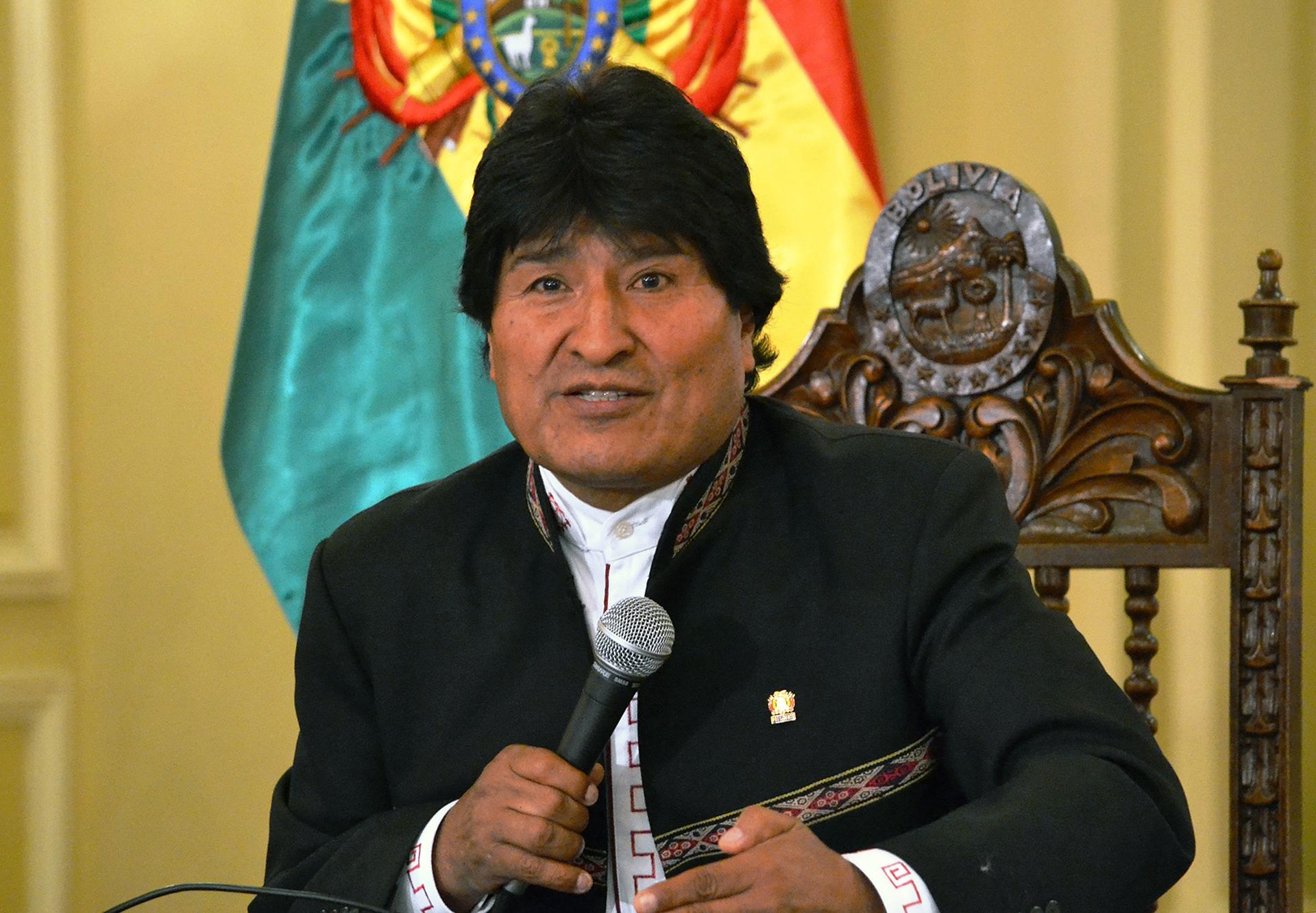 """El presidente Evo Morales durante una rueda de prensa luego de firmar un decreto que declara la """"emergencia nacional"""" en el país (EFE)"""