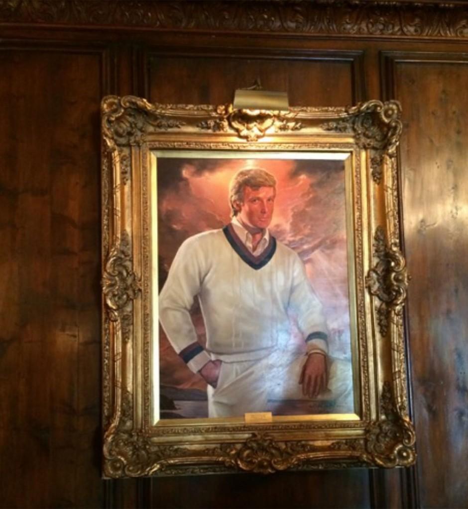 """El empresario adorna una de las paredes con su retrato. No será la primera vez que un presidente electo viaje a Palm Beach como refugio para vacacionar. John Kennedy poseía una propiedad a siete kilómetros, conocida como """"la Casa Blanca de invierno"""" (The Washington Post)"""