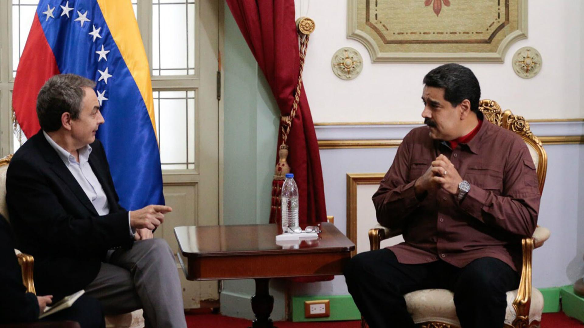 Maduro reunido con el ex presidente español Zapatero, mediador en el diálogo (EFE)