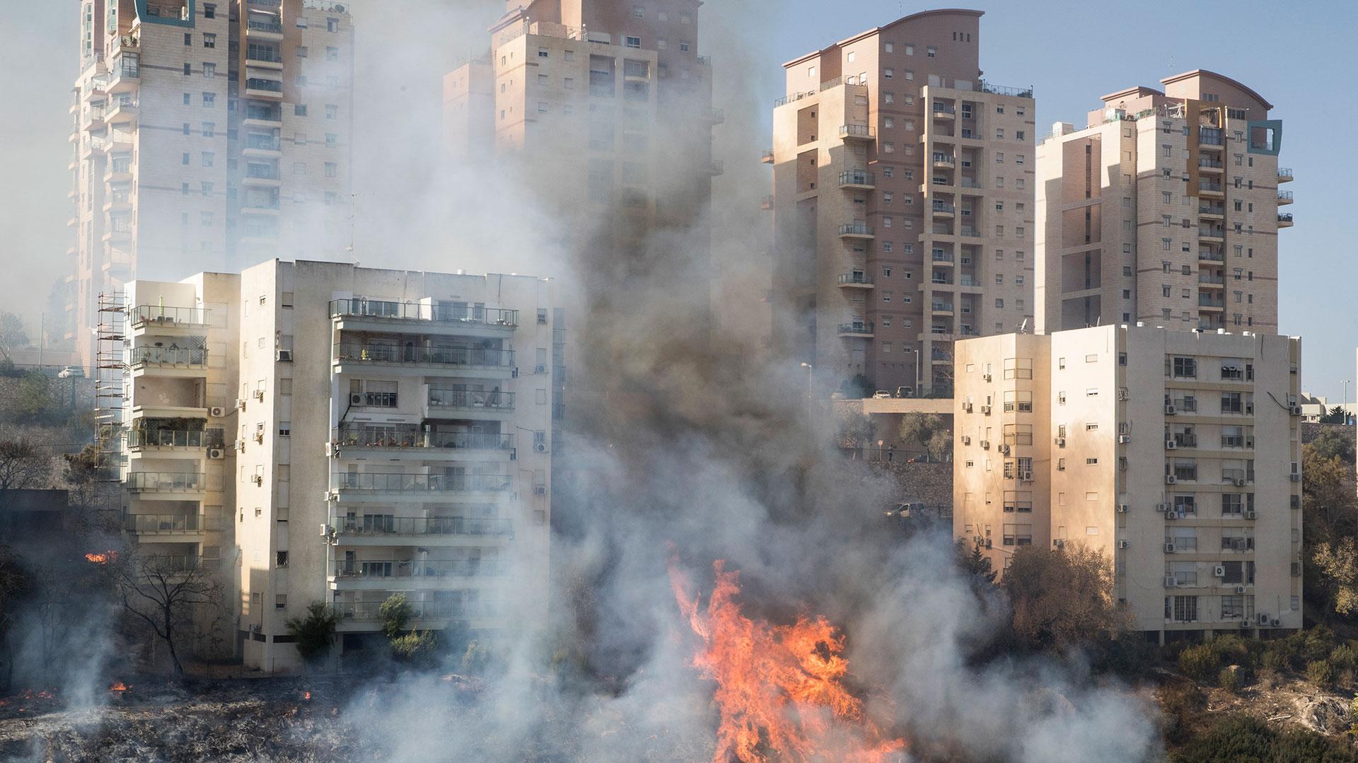 Los esfuerzos de los equipos de emergencia se concentraban este jueves en Haifa (AFP)